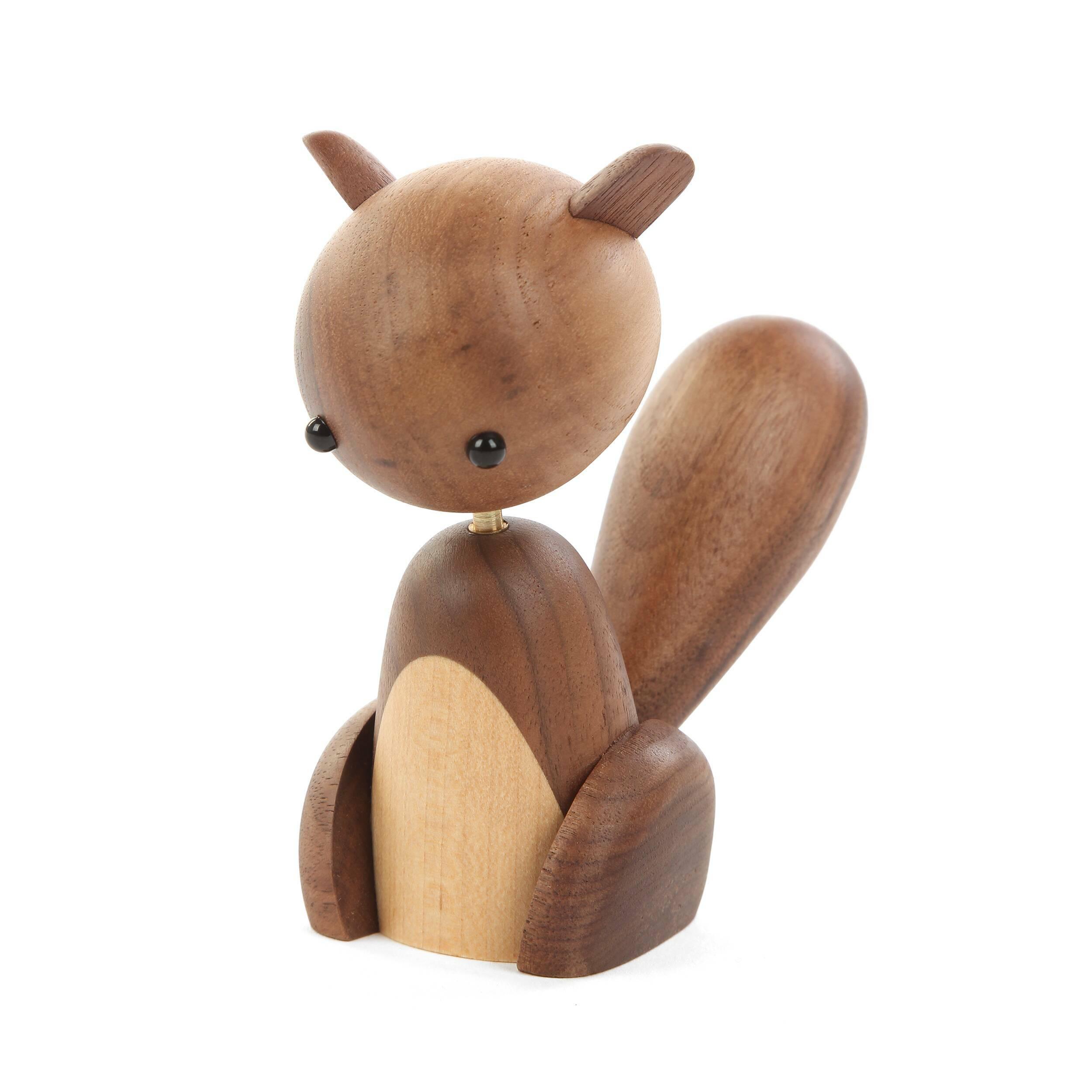 Статуэтка SquirrelНастольные<br>Белки обладают милой внешностью, а такая интерпретация образа этого зверька делает статуэтку еще более очаровательной и интересной. Дизайнерская статуэтка Squirrel (Белка) станет отличным дополнением для любой комнаты.<br><br><br> Статуэтки способны сделать интерьер более оригинальным и уникальным, придать ему особенную индивидуальность и стиль. Изделия из натурального дерева обладают еще и прекрасной энергетикой, благодаря которой комната станет более теплой и уютной, а атмосфера – доброжелател...<br><br>stock: 0<br>Высота: 11<br>Материал: Массив ореха<br>Цвет: Коричневый<br>Цвет дополнительный: Светло-коричневый