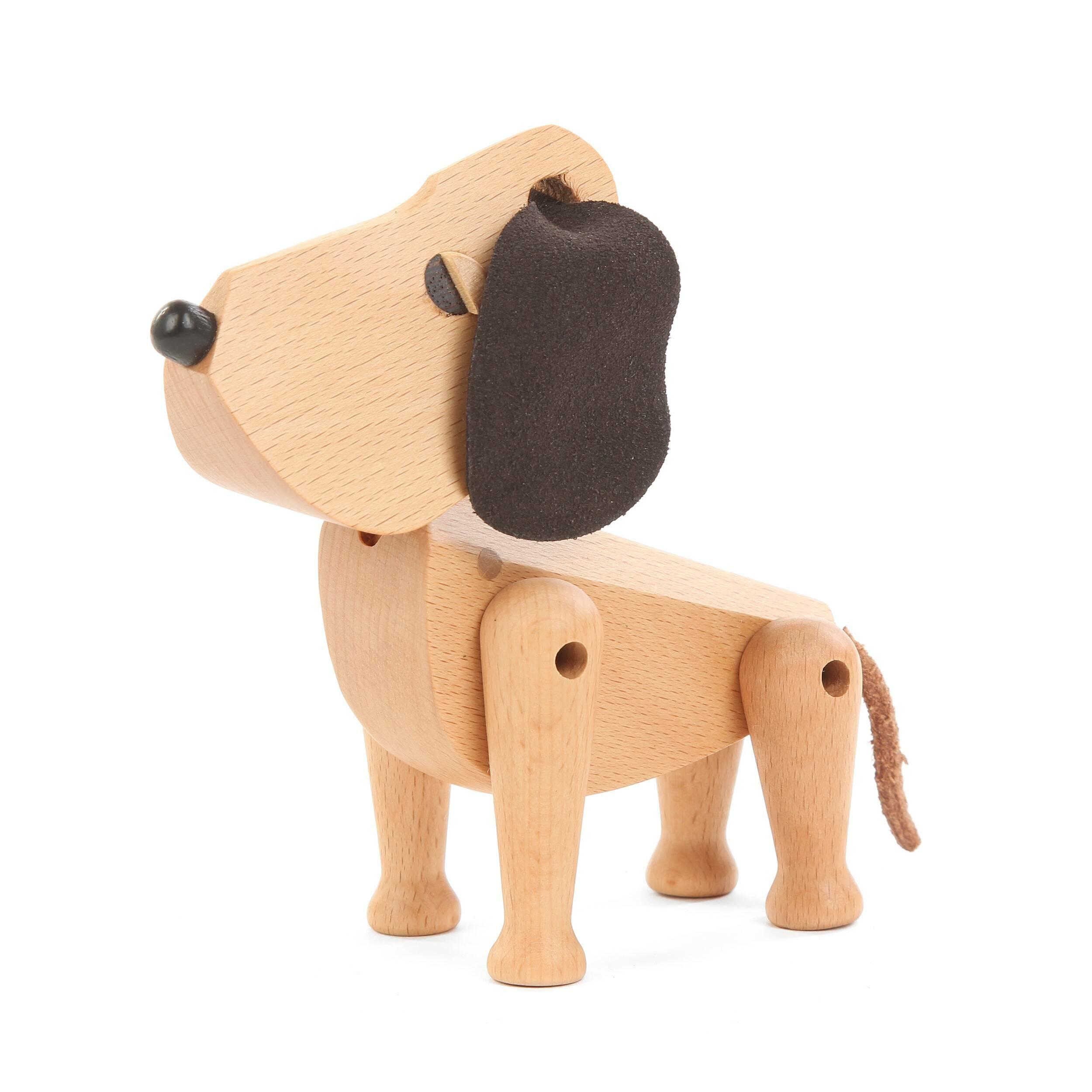 Статуэтка Doggie, высота 13Настольные<br>Оригинальная дизайнерская статуэтка Doggie, высота 13 представляет собой очаровательную фигурку домашней собачки. Посвящается всем любителям животным и темы анимализма в интерьере. Изделие станет настоящим украшением для домашней обстановки и создаст в ней приятную дружескую атмосферу.<br><br><br> Для создания этой модели мастера выбрали массив бука – очень прочную и красивую древесину, которая легко и гармонично смотрится практически в любом интерьере. А мягкие ушки изготавливаются из качеств...<br><br>stock: 19<br>Материал: Массив бука<br>Цвет: Светло-коричневый<br>Длина: 13<br>Материал дополнительный: Кожа<br>Цвет дополнительный: Темно-коричневый