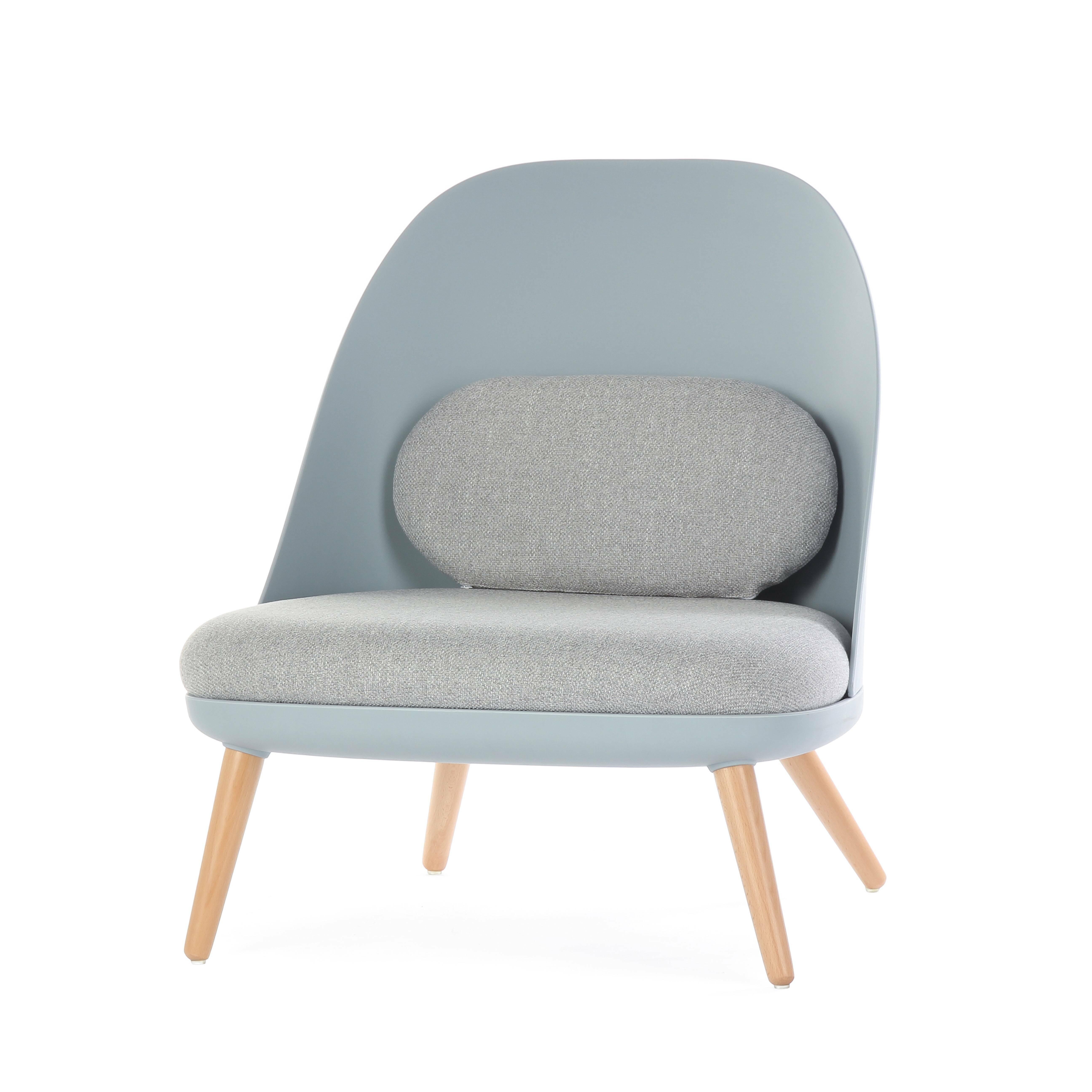 Кресло ColmarИнтерьерные<br>Дизайнерское кресло Colmar (Кольмар) – это настоящее воплощение удобства в современном стиле. Модель получила свое название в честь небольшого города на северо-востоке Франции. Кресло представляет собой прекрасный образ комфорта и обаяния французского интерьера, но оформлено в более современном формате.<br><br><br> Современный стиль предполагает использование инновационных материалов: обивка из износостойкого полиэстера, спинка и каркас из прочного полипропилена и небольшое добавление классическ...<br><br>stock: 1<br>Высота: 75,5<br>Высота сиденья: 34<br>Ширина: 70<br>Глубина: 65,5<br>Цвет ножек: Светло-коричневый<br>Цвет спинки: Голубой<br>Материал ножек: Массив бука<br>Материал сидения: Полиэстер<br>Цвет сидения: Серый<br>Тип материала спинки: Полипропилен<br>Тип материала сидения: Ткань<br>Тип материала ножек: Дерево