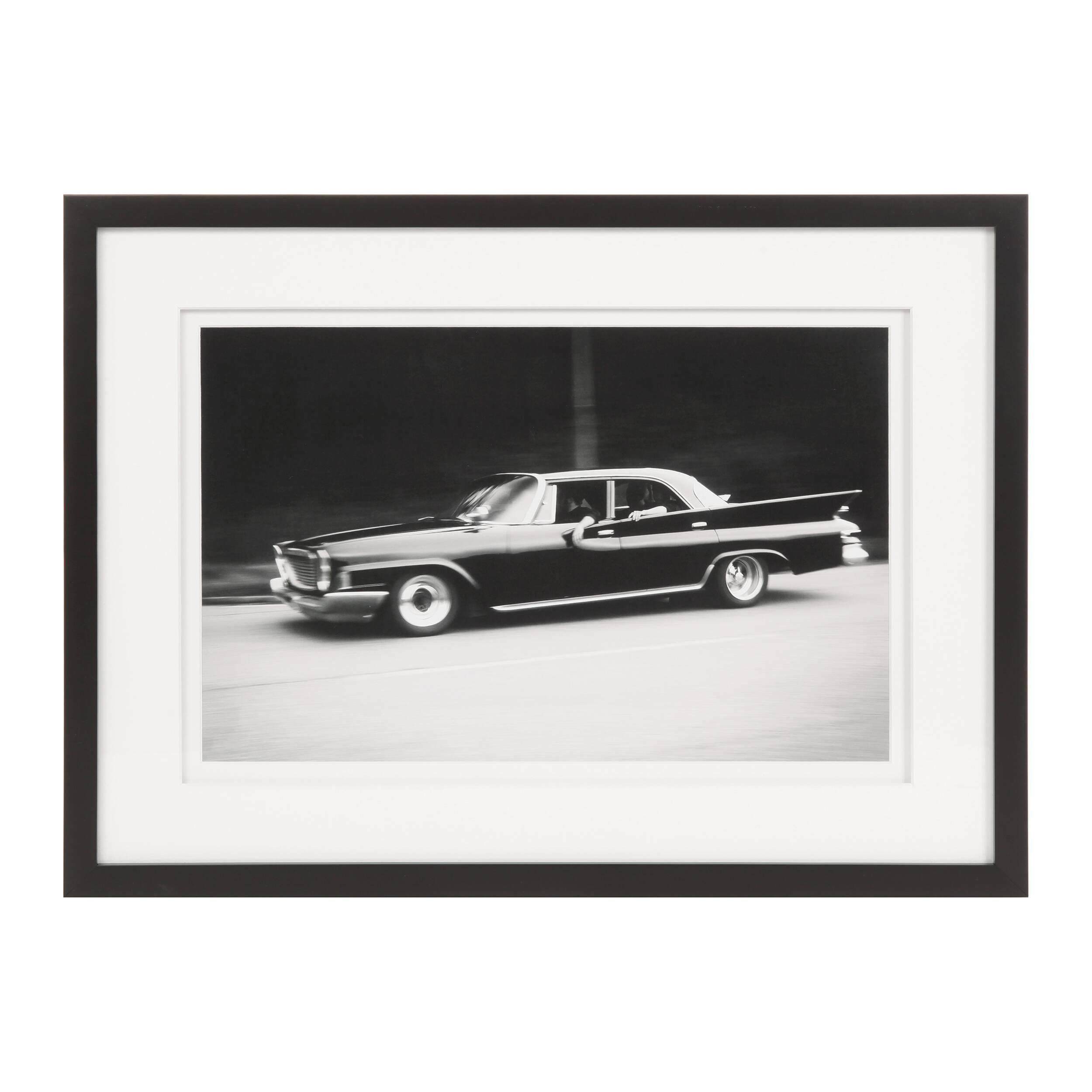 Постер Chrysler 330GКартины<br>Дизайнерский постер Chrysler 330G (Крайслер 330G) обладает атмосферным исполнением и живым, динамичным сюжетом. Глядя на него, так и хочется запрыгнуть в авто и покататься по любимым улицам или пригородным шоссе.<br><br> Оригинальный постер Chrysler 330G выполнен в черно-белой гамме – это необычайно популярный сегодня жанр фотографии, который способен придать изображению интересный характер, подчеркнуть его особенности и привлечь внимание к деталям. Фотография находится на белоснежном фоне и ...<br><br>stock: 2<br>Ширина: 42,6<br>Цвет: Черный<br>Длина: 57,6<br>Цвет дополнительный: Белый