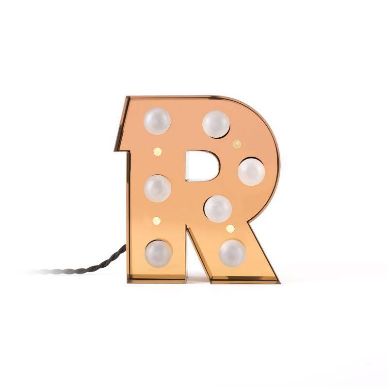 Настенный светильник Caractere RНастенные<br>Оригинальный современный настенный светильник Caractere R представляет собой одну из моделей букв из коллекции светильников итальянской компании Seletti. Дизайнеры предлагают по-новому взглянуть на оформление интерьера и сделать его более ярким и интересным за счет необычных источников света.<br><br><br> Коллекция отличается не только уникальным дизайном, но и высоким качеством – изделия создаются из прочного, надежного металла, которому не страшны механическое воздействие и износ. Материал нево...<br><br>stock: 0<br>Высота: 20<br>Материал арматуры: Металл<br>Мощность лампы: 2,4<br>Цвет арматуры: Золотой