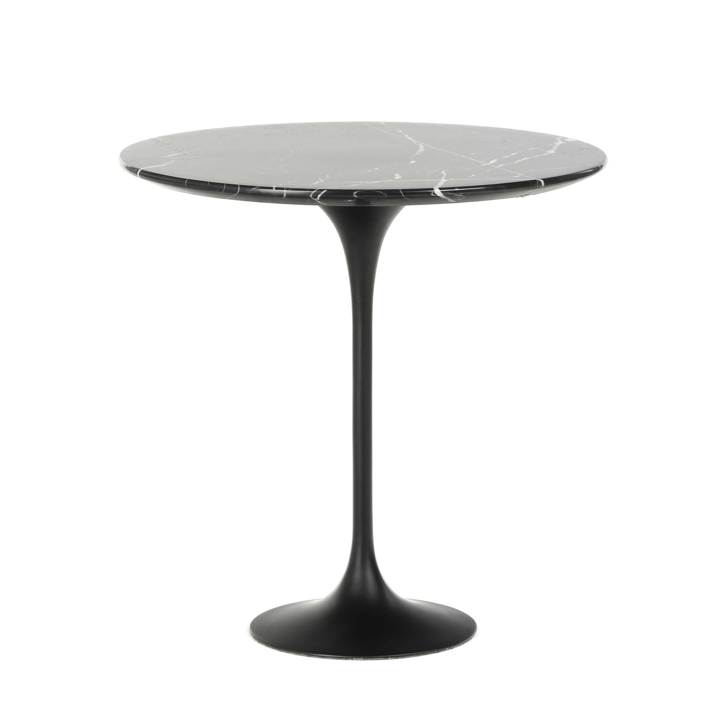 Кофейный стол Tulip с мраморной столешницей высота 52Кофейные столики<br>Дизайнерский кофейный круглый стол Tulip (Тулип) высота 52 с мраморной столешницей на одной ножке от Cosmo (Космо).<br><br><br> У каждого знаменитого дизайнера прошлого столетия есть своя «формула вечного дизайна», а значит, есть и произведения дизайнерского искусства, которые уже много лет не выходят из моды, не теряют своей актуальности и востребованы по сей день. Оригинальный стол Tulip как раз был разработан при помощи такой формулы, которую вывел Ээро Сааринен, знаменитый американский архит...<br><br>stock: 8<br>Высота: 52,5<br>Диаметр: 52<br>Цвет ножек: Черный матовый<br>Цвет столешницы: Черный<br>Материал столешницы: Мрамор китайский<br>Тип материала столешницы: Мрамор<br>Тип материала ножек: Алюминий