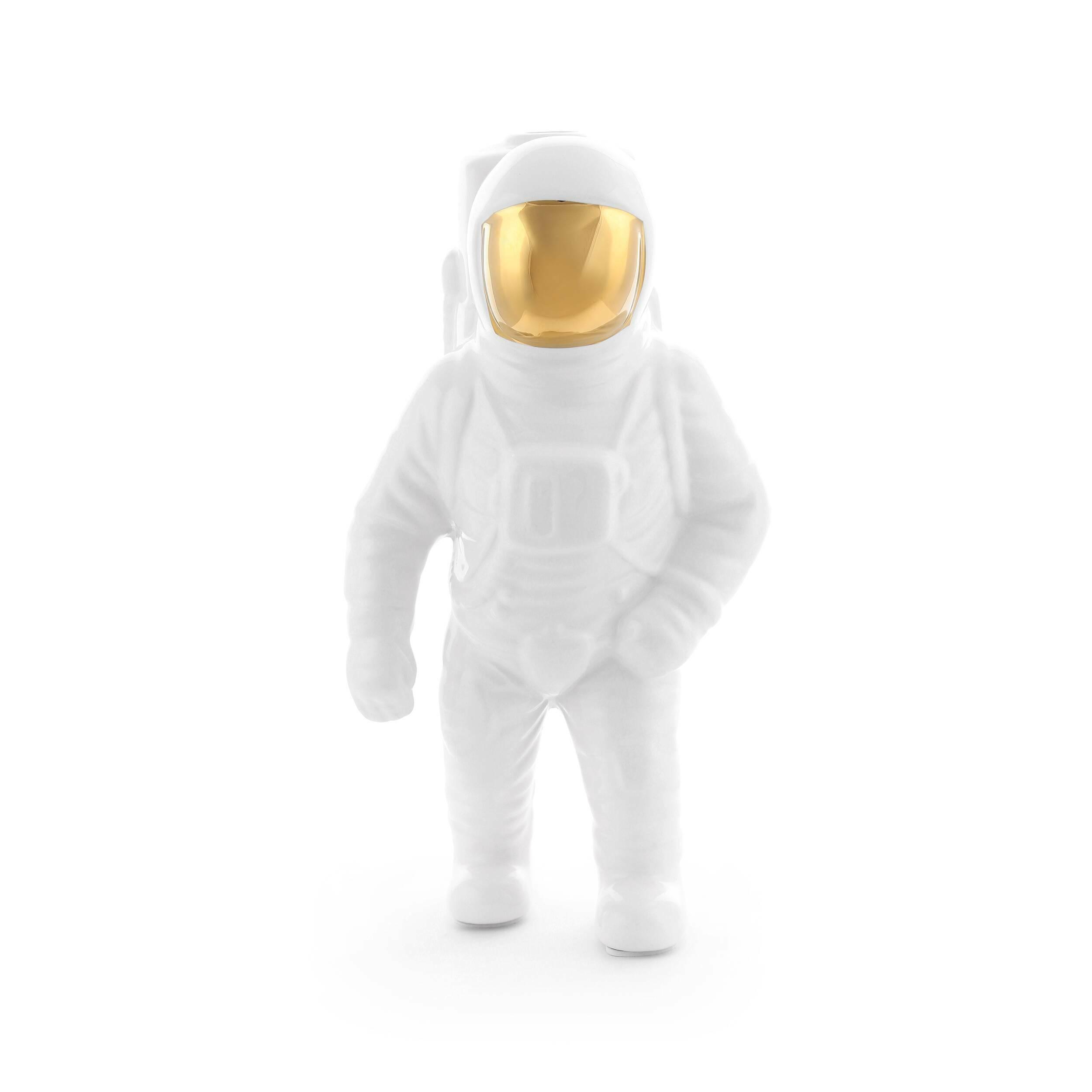 Настольная статуэтка Starman 2Настольные<br>Декоративные элементы в интерьере могут кардинально изменить его характер и стиль. Но некоторые вещи способны гармонично вписаться в окружающую обстановку и при этом не затронуть главные акценты дизайна комнаты. Настольная статуэтка Starman 2 от компании Seletti обладает как раз такими качествами – она не будет сильно выделяться в интерьере современного типа, но сделает его более интересным и живым.<br><br><br> Настольная статуэтка Starman 2 изготавливается из белоснежного фарфора. Этот материа...<br><br>stock: 16<br>Высота: 28<br>Материал: Фарфор<br>Цвет: Белый