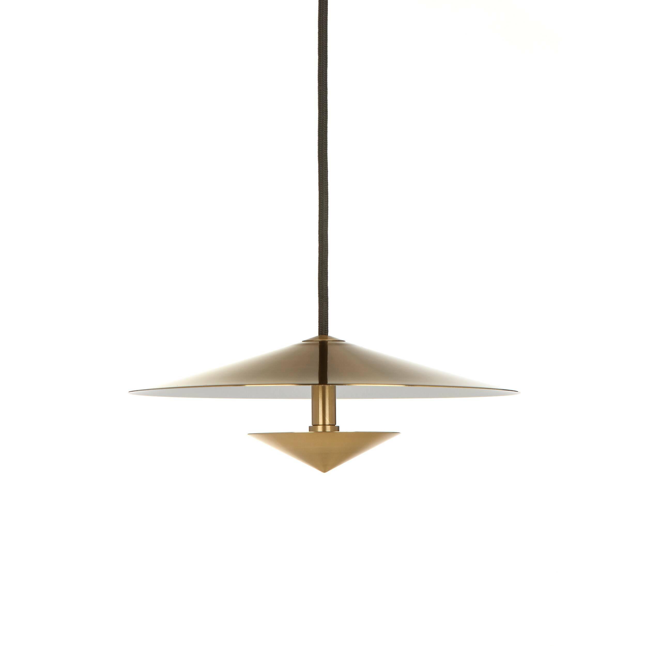 Подвесной светильник IwateПодвесные<br>Одним из самых интересных и экзотичных интерьерных стилей без сомнения является японский стиль. Дизайнерский подвесной светильник Iwate (Ивате) выполнен именно в этом необычном формате – в его основе сдержанность, минимализм, стремление к гармонии и утонченной красоте.<br><br><br> Модель изготавливается мастерами из наиболее прочных и надежных материалов – стали и алюминия. При этом изделие выглядит очень мягко и элегантно, это достигается благодаря уникальному дизайну и красивейшему золотому ...<br><br>stock: 9<br>Высота: 9<br>Диаметр: 25<br>Доп. цвет абажура: Белый<br>Материал абажура: Алюминий<br>Материал арматуры: Сталь<br>Мощность лампы: 12<br>Напряжение: 200-240<br>Теплота света: 3000<br>Тип лампы/цоколь: LED<br>Цвет абажура: Золотой<br>Цвет арматуры: Золотой<br>Цвет провода: Черный