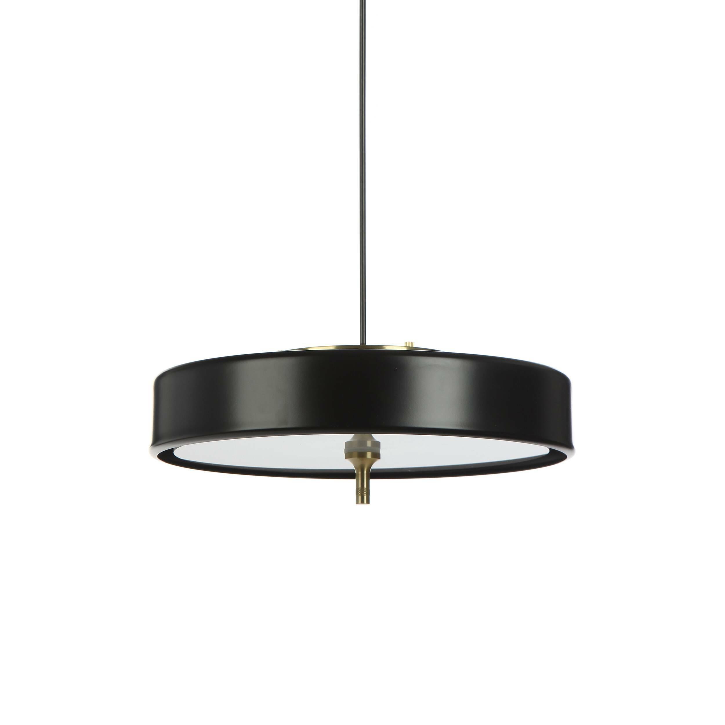 Подвесной светильник JaanПодвесные<br>Дизайнерский подвесной светильник Jaan (Яан) – это утонченное, элегантное изделие в современном стиле, которое гармонично впишется в интерьер и станет его неотъемлемой функциональной частью. Светильник не будет резко выделяться на общем фоне помещения, но мягко дополнит его своей изящной красотой и минималистичным дизайном.<br><br><br> Модель светильника изготавливается из современных материалов, что делает ее идеальным вариантом даже для ультрасовременной интерьерной стилистики. Полупрозрачны...<br><br>stock: 5<br>Высота: 12,5<br>Диаметр: 35<br>Материал абажура: Алюминий<br>Материал арматуры: Металл<br>Мощность лампы: 40<br>Тип лампы/цоколь: E14<br>Цвет абажура: Черный