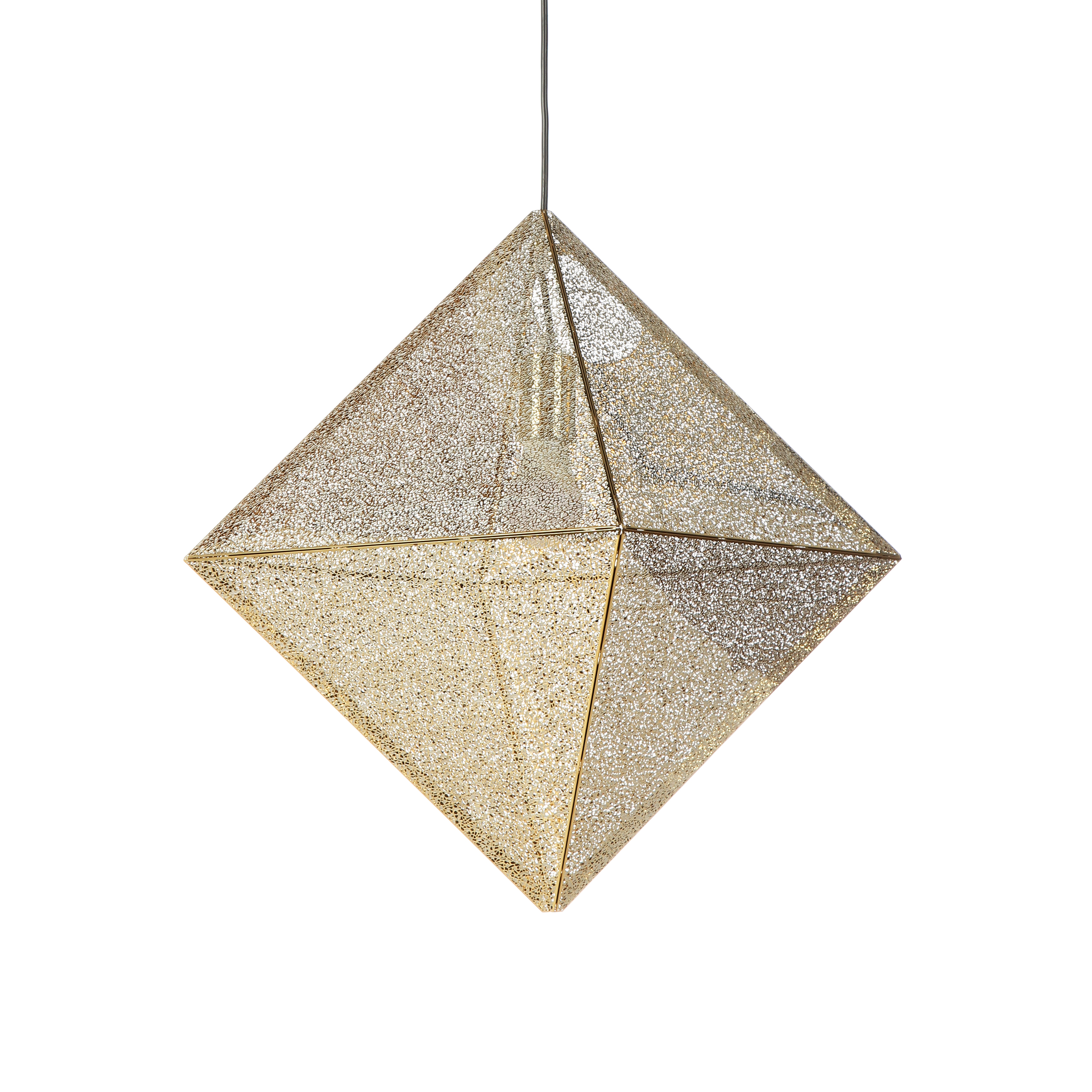 Подвесной светильник Lennon диаметр 54Подвесные<br>Дизайнерский подвесной светильник Lennon диаметр 54 обладает четко выраженной геометрической формой, которая изысканно подчеркивается оригинальным полупрозрачным абажуром. Благодаря такому решению в помещении будет присутствовать красивая игра света, а сам светильник может стать ярким стилистическим акцентом комнаты.<br><br><br> Для создания светильника дизайнеры выбрали интересную технологию: абажур выполнен в виде сетки из прочной и надежной стали. Благодаря такому решению свет от лампы мягк...<br><br>stock: 0<br>Высота: 53<br>Диаметр: 54<br>Материал арматуры: Сталь нержавеющая<br>Мощность лампы: 60<br>Тип лампы/цоколь: E27<br>Цвет арматуры: Золотой