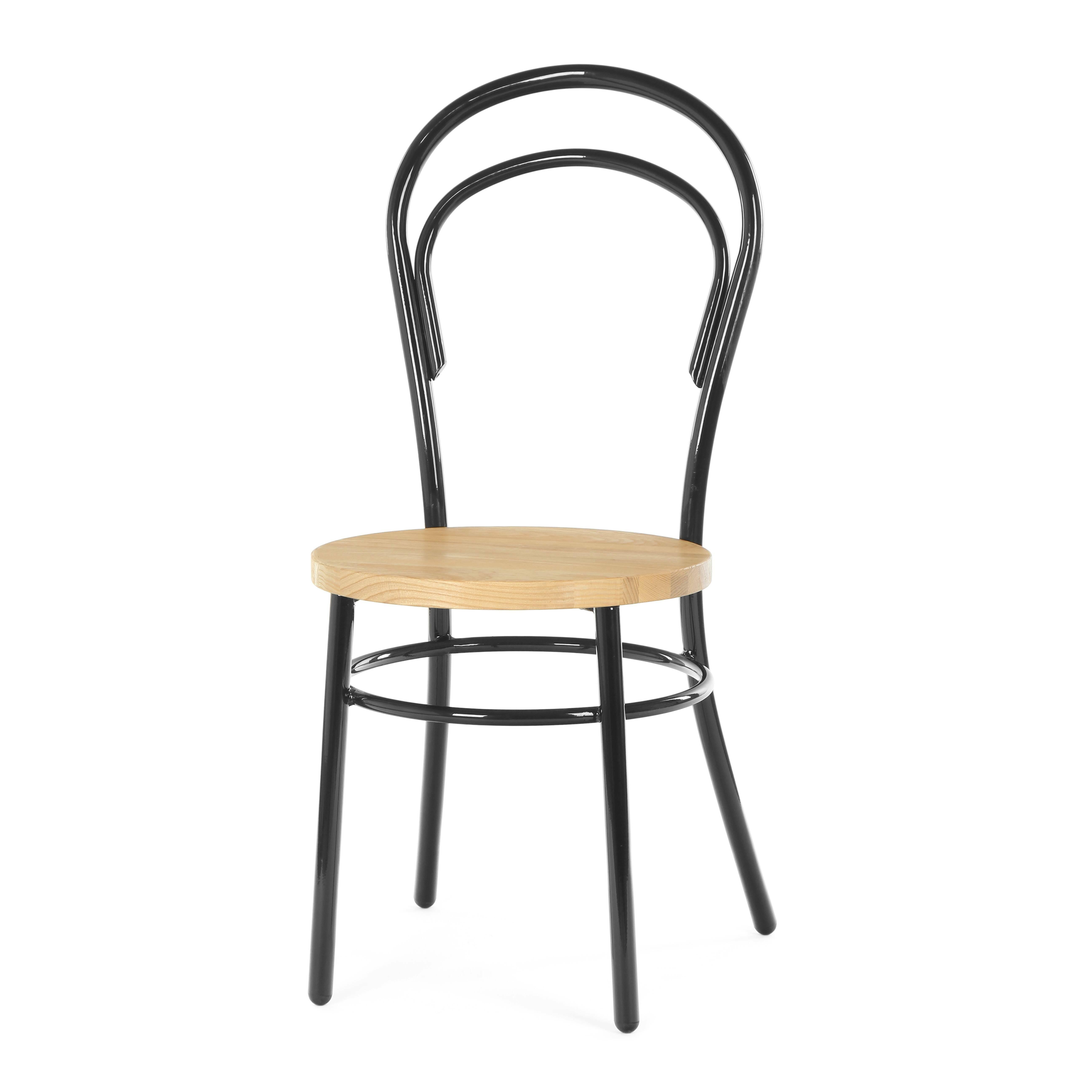 Стул Thonet №14Интерьерные<br>Простая, легкая и воздушная модель этого стула — это классика, которая никогда не устаревает. Плавные изгибы линий при всей своей непритязательности отличаются изысканностью, чистота форм радует глаз. Стул Thonet №14 будет прекрасно смотреться в любом интерьере и подойдет для самых разных помещений — переговорной комнаты, столовой, кафе, детской. Изготовленный из натуральных материалов, он экологичен и удобен. Простой в уходе и надежный, этот стул не зря уже много десятилетий не теряет св...<br><br>stock: 30<br>Высота: 92<br>Высота сиденья: 45<br>Ширина: 44<br>Глубина: 42<br>Тип материала каркаса: Сталь<br>Материал сидения: Массив ясеня<br>Цвет сидения: Светло-коричневый<br>Тип материала сидения: Дерево<br>Цвет каркаса: Черный