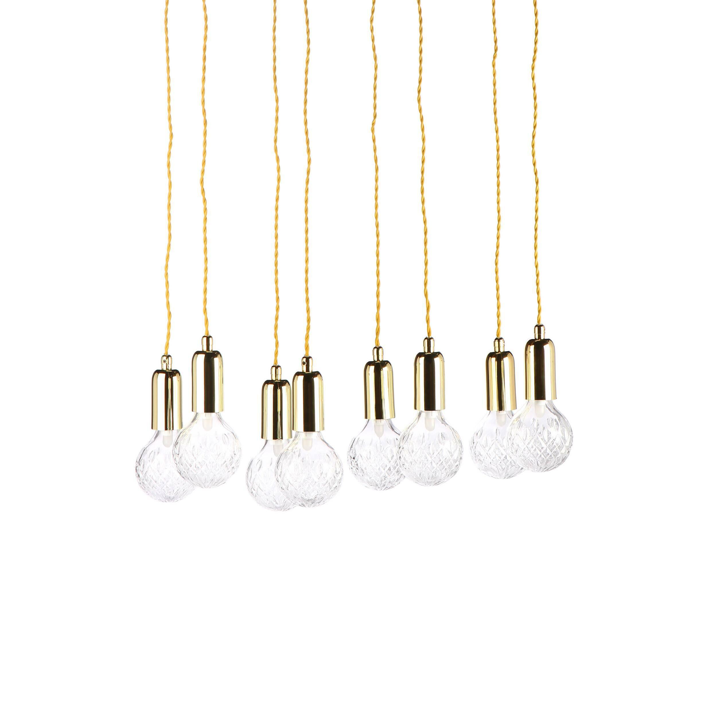 Подвесной светильник Crystal Bulb круглыйПодвесные<br>Светильники в фоме гильз или капсул быстро набирают популярность, они стильные и практичные, подходящие практически под каждый интерьер. Подвесной светильник Crystal Bulb круглый — это набор светильников в количестве восьми штук, объединенных на круглой потолочной базе. <br><br><br> Такие светильники легко осветят даже самую большую залу, придадут торжественности. Покупая такой светильник, можно украсить непривычными деталями декора дом или квартиру. Подойдет такой светильник и в общественные по...<br><br>stock: 0<br>Высота: 180<br>Диаметр: 45<br>Количество ламп: 8<br>Материал абажура: Стекло<br>Материал арматуры: Металл<br>Мощность лампы: 2<br>Ламп в комплекте: Да<br>Тип лампы/цоколь: G9+Е27<br>Цвет абажура: Прозрачный<br>Цвет арматуры: Золотой