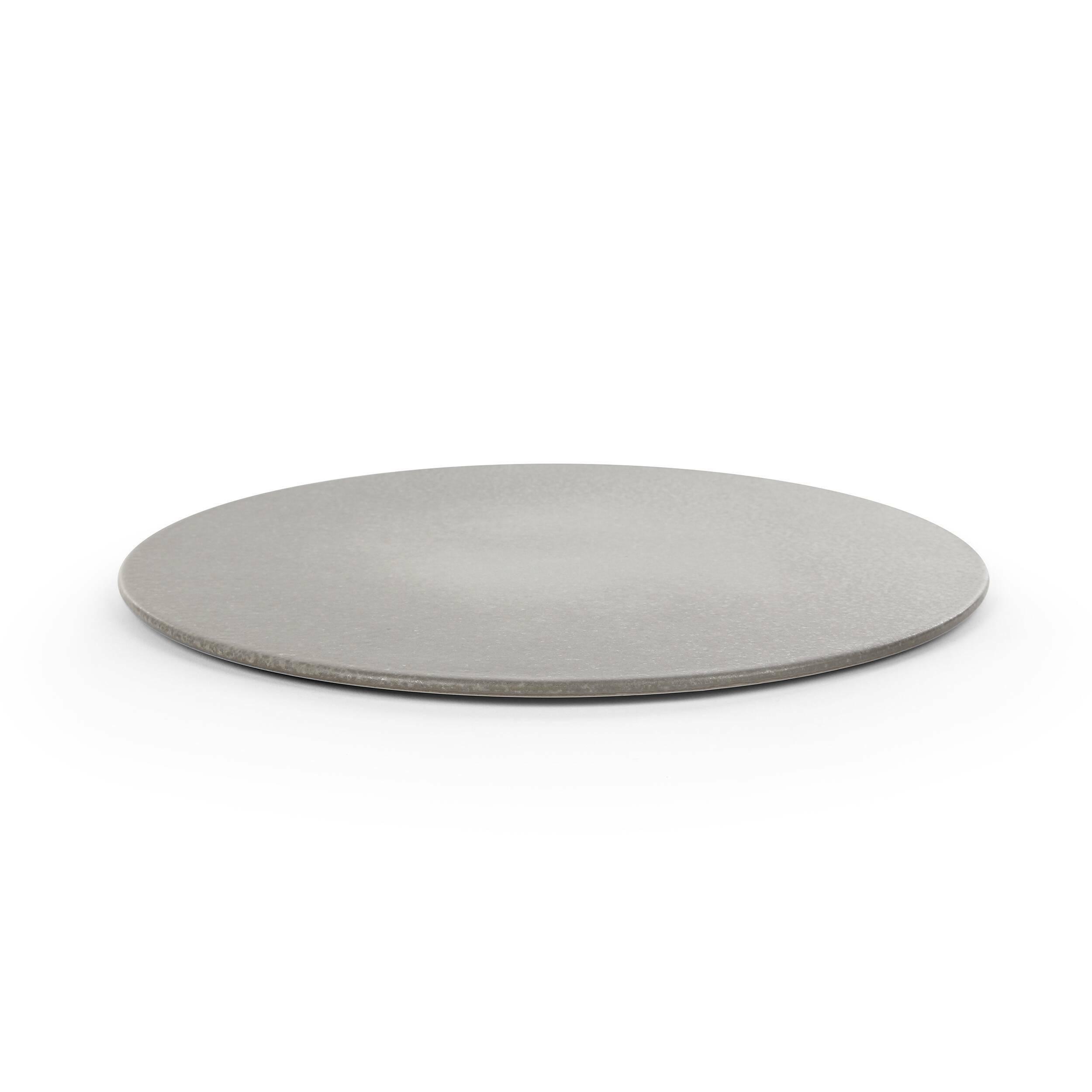 Тарелка Shell диаметр 33Посуда<br>Неповторимый восточный стиль, в минимализме которого кроется утонченная красота и грация – это потрясающий источник вдохновения для современных дизайнеров. Коллекция оригинальных тарелок Shell представляет собой уникальные формы и линии, которые красиво преподнесут приготовленное блюдо и украсят ваш обеденный стол.<br><br><br> Коллекция изготовлена из глины – природного, экологичного материала, которым издавна украшают свои дома даже самые зажиточные люди. Все тарелки выполнены в своей особой ...<br><br>stock: 49<br>Высота: 1,7<br>Материал: Глина<br>Цвет: Серый<br>Диаметр: 33