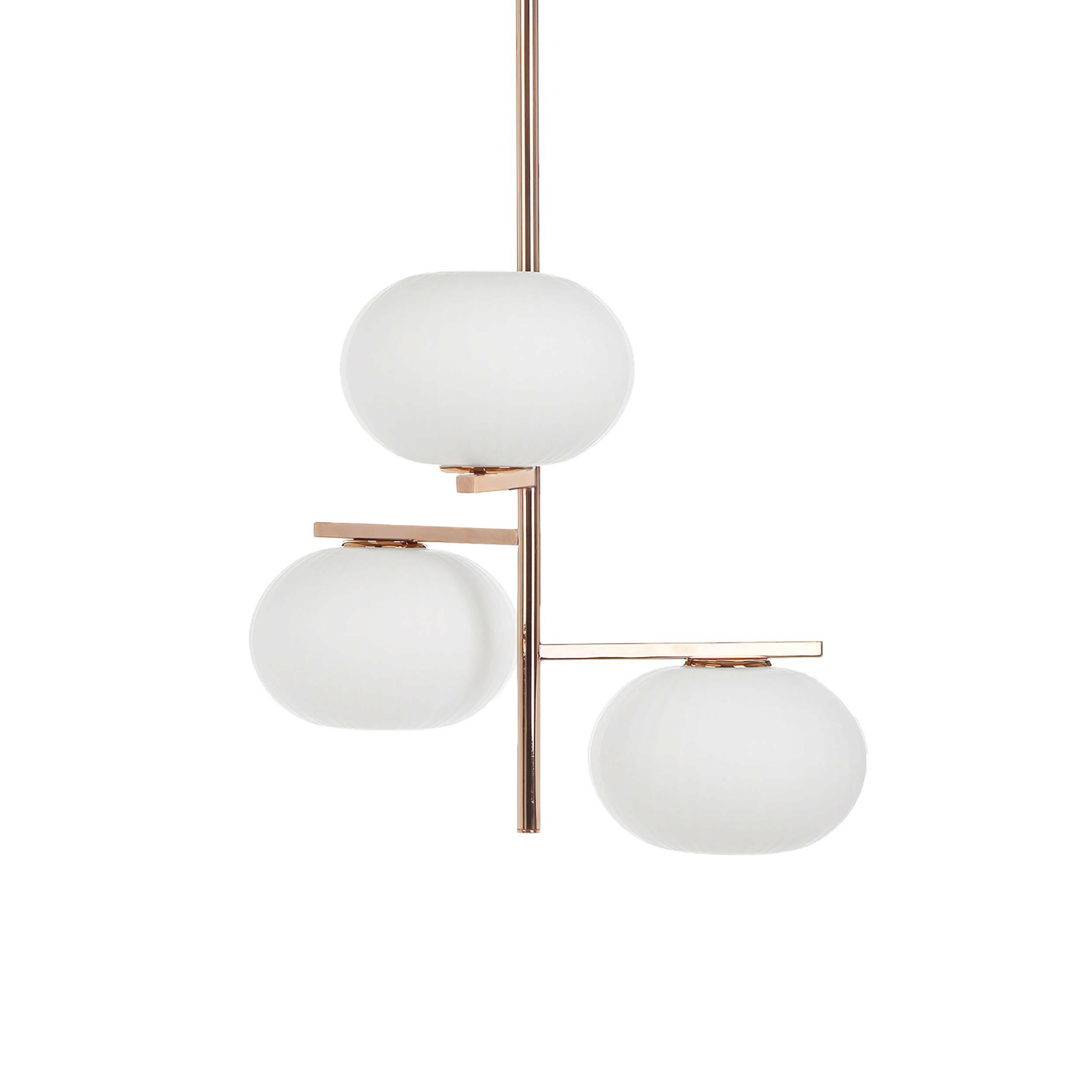 Потолочный светильник ChiemseeПотолочные<br>Высокий дизайнерский потолочный светильник Chiemsee (Кимзе) – это гармоничная композиция и оригинальное сочетание сразу нескольких стилей. Модель обладает лаконичным оформлением, четкими линиями и контрастной цветовой гаммой – то что надо для создания интерьера в соответствии с самыми современными тенденциями.<br><br><br> Эту модель светильника изготавливают из стекла и стали. Изделие устойчиво к износу и не боится воздействия внешних факторов. Светильник предназначен для трех ламп, тип цоколя...<br><br>stock: 9<br>Высота: 94<br>Ширина: 57<br>Длина: 61<br>Количество ламп: 3<br>Материал абажура: Стекло<br>Материал арматуры: Сталь<br>Мощность лампы: 40<br>Тип лампы/цоколь: E14<br>Цвет абажура: Белый<br>Цвет арматуры: Золото розовое