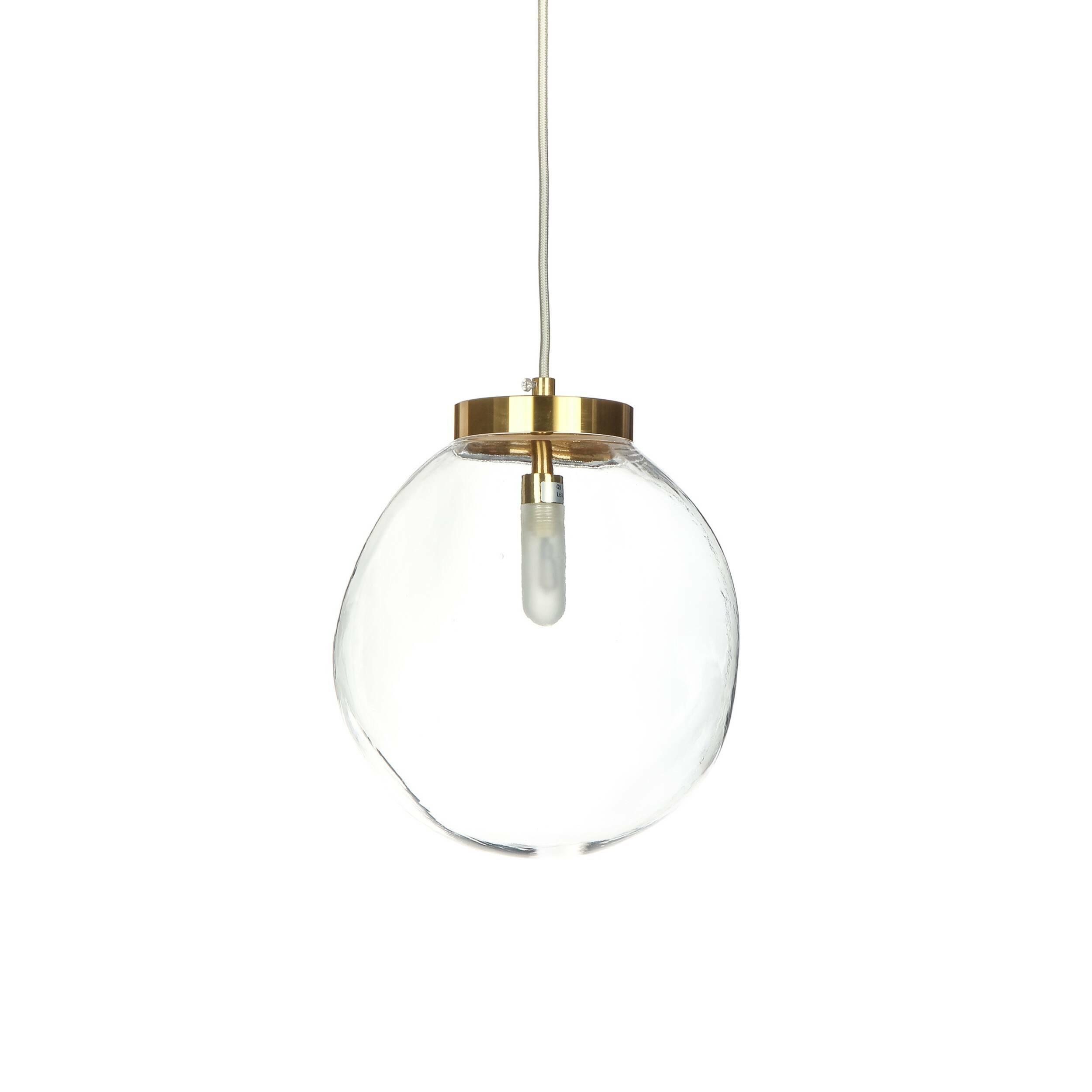 Подвесной светильник Saronno диаметр 24Подвесные<br>Минималистичные лампы пользуются бешеной популярностью не только в соответствующих стилях вроде минимализма, хай-тека или лофта, но и в других, даже самых эпатажных интерьерах. Оригинальный подвесной светильник Saronno диаметр 24 будет гармонировать практически с любой дизайнерской задумкой, если она соответствует современным трендам в оформлении интерьеров.<br><br><br> Светильник представлен в нескольких вариантах расцветки. Модель изготавливается с помощью современных технологий из высококач...<br><br>stock: 8<br>Высота: 28<br>Диаметр: 24<br>Материал абажура: Стекло<br>Материал арматуры: Алюминий<br>Мощность лампы: 2,3<br>Тип лампы/цоколь: G9 LED<br>Цвет абажура: Прозрачный