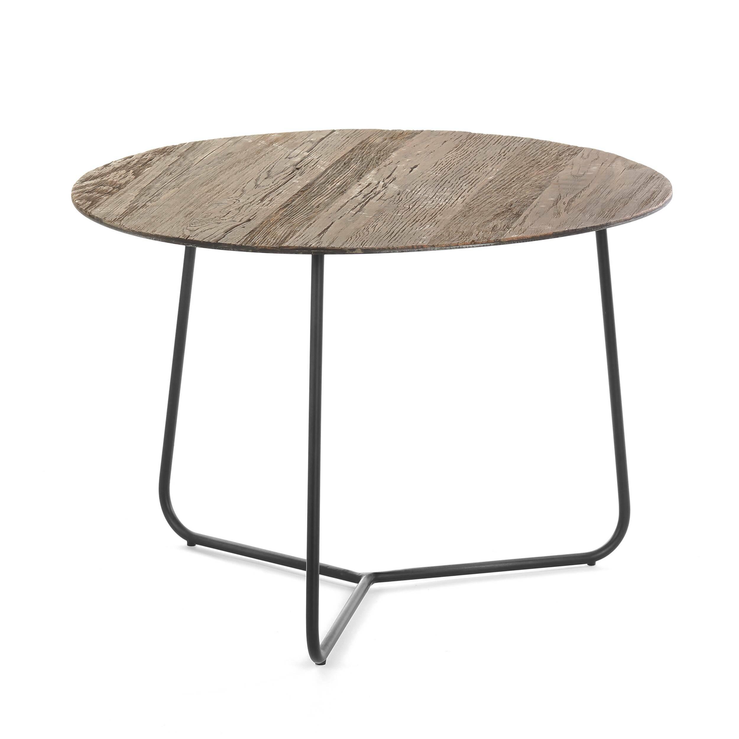 Кофейный стол March диаметр 45Кофейные столики<br>Минималистичный дизайнерский кофейный стол March диаметр 45 – это замечательный способ привнести в домашний интерьер новые формы и интересный стиль. Округлые линии стола будут гармонично и привлекательно смотреться в уютной домашней обстановке и легко вольются в общий мебельный ансамбль помещения.<br><br><br> Простой с виду стол удивит вас своей надежностью и прочностью – все это благодаря правильно подобранным материалам, из которых его изготавливают мастера. Дубовый массив считается одной из...<br><br>stock: 8<br>Высота: 44<br>Диаметр: 45<br>Цвет ножек: Черный<br>Материал столешницы: Массив дуба<br>Тип материала столешницы: Дерево<br>Тип материала ножек: Сталь