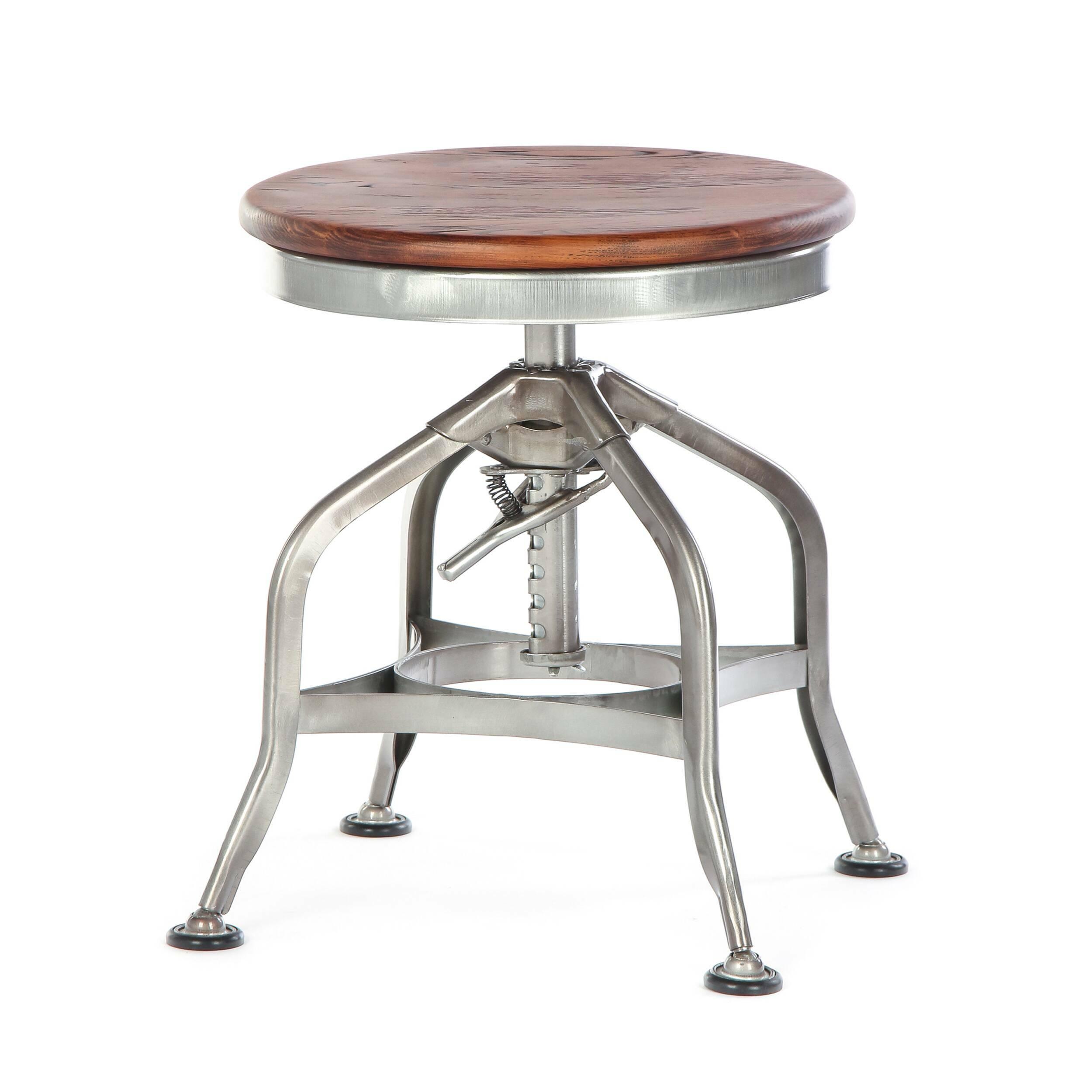 Табурет ToledoТабуреты<br>В конце XIX века в Америке двое братьев открыли мастерскую по ремонту велосипедов. Спустя несколько лет количество братьев, принимающих участие в проекте, увеличилось до десяти, семейное дело давало приличный доход, и было принято решение производить предметы мебели: столы и стулья из стали. К 1910 году они приобрели завод, и появилась Uhl Art Steel Company, подарившая миру знаменитую мебель «Толедо».<br><br><br> Круглое вращающееся сиденье сделано из обработанного натурального дерева изумител...<br><br>stock: 15<br>Высота: 40-51<br>Диаметр: 39<br>Цвет ножек: Бронза пушечная<br>Материал сидения: Массив ясеня<br>Цвет сидения: Коричневый<br>Тип материала сидения: Дерево<br>Тип материала ножек: Сталь