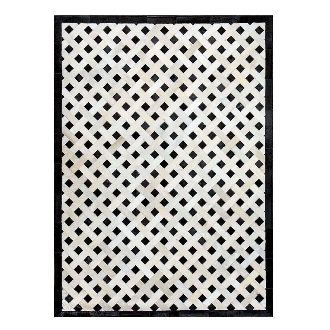 Ковер Mono WeaveКовры<br>Mosaic Rug – это уникальный английский бренд, который занимается производством высококачественных ковров из коровьих шкур на основе из искусственной кожи. Дизайнеры создают из этого необычного материала настоящие шедевры. Каждое изделие шьется вручную с помощью современных швейных машин. Ковры отличаются яркой индивидуальностью и характером, каждый обладает интересными сочетаниями цветовых оттенков, паттернов, рисунков и узоров. Все этапы производства находятся под тщательным контролем опы...<br><br>stock: 0<br>Ширина: 120<br>Материал: Коровья шкура<br>Цвет: Разноцветный<br>Длина: 180<br>Состав основы: Кожа искусственная