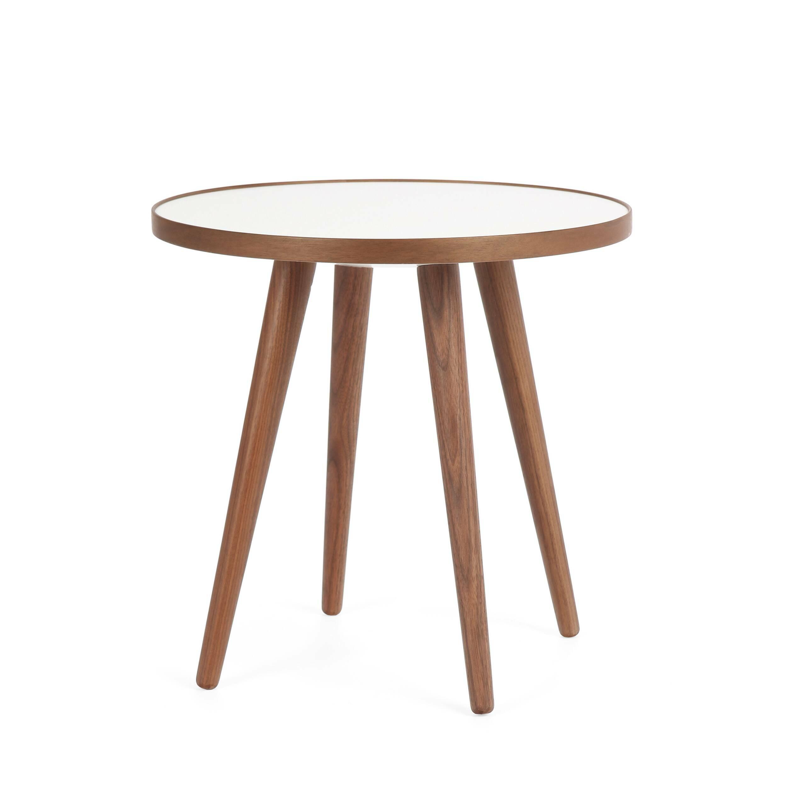 Кофейный стол Sputnik высота 40 диаметр 41Кофейные столики<br>Простые и чистые линии, интегрированные в ваш интерьер. Классическая столешница в форме круга добавляет красоты и изящества этому столу, который сочетается с разнообразными вариантами интерьерных стилей и может быть использован как в домах, так и офисах. Четыре ножки от стола вкручиваются в столешницу без специальных инструментов.<br><br><br> Кофейный стол Sputnik высота 40 диаметр 41, творение американского дизайнера с мировым именем Шона Дикса, обладает скульптурными качествами, при этом он у...<br><br>stock: 2<br>Высота: 40<br>Диаметр: 40.6<br>Цвет ножек: Орех американский<br>Цвет столешницы: Белый<br>Материал ножек: Массив ореха<br>Тип материала столешницы: Меламин<br>Тип материала ножек: Дерево