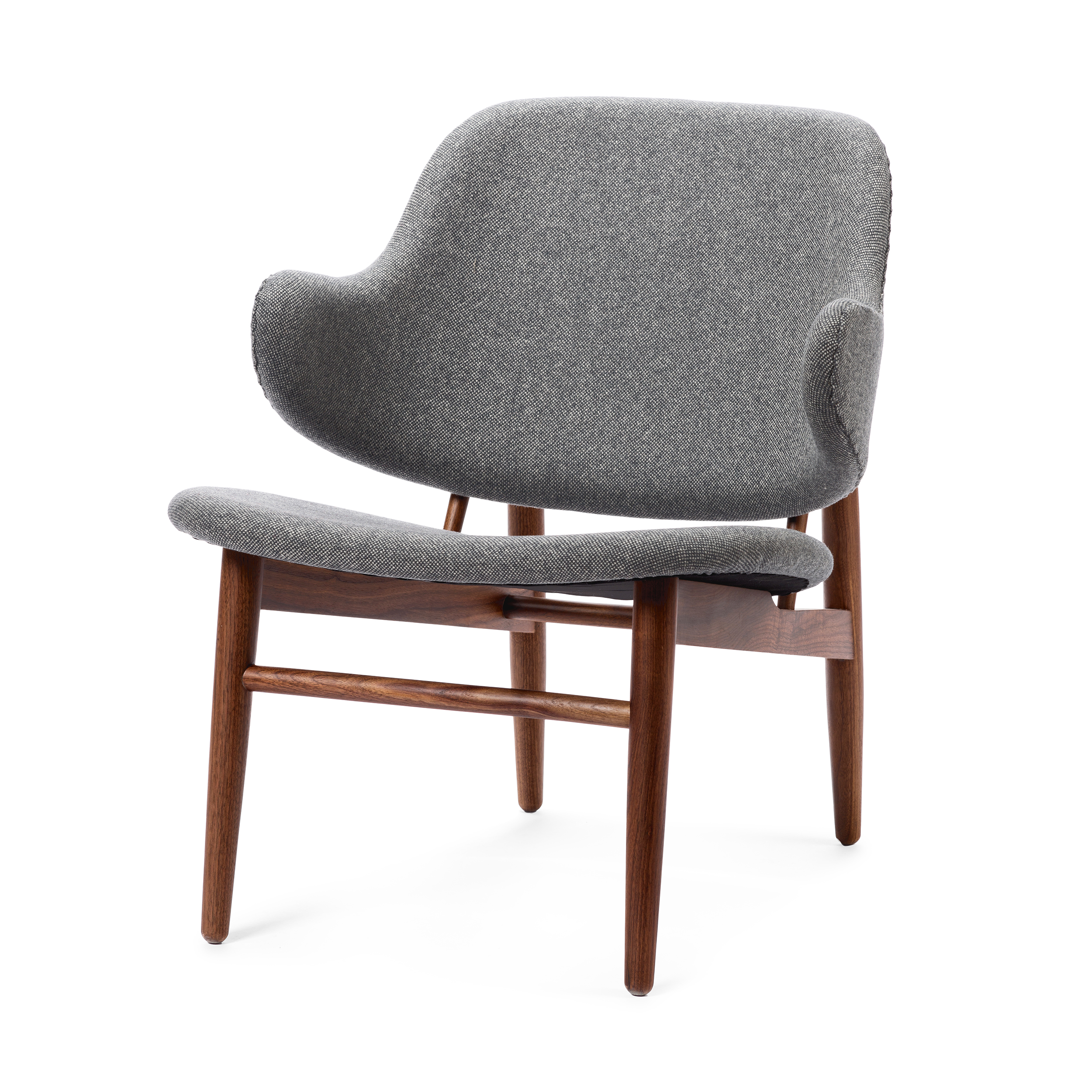 Кресло KofodИнтерьерные<br>Дизайнерское легкое яркое кресло Kofod (Кофод) с широкой спинкой без подлокотников от Cosmo (Космо).<br><br><br> В пятидесятые-шестидесятые годы творения датского архитектора и дизайнера Иба Кофод-Ларсена незаслуженно игнорировались и не пользовались успехом в его родной Скандинавии. Возможно, шведы (а он работал именно на этом рынке) сочли его мебель слишком уж лаконичной и минималистичной, но сегодня на волне моды на скандинавский дизайн с его простотой и утилитарностью сложно представить себе...<br><br>stock: 0<br>Высота: 76,5<br>Высота сиденья: 40<br>Ширина: 66<br>Глубина: 67,5<br>Цвет ножек: Орех американский<br>Материал ножек: Массив ореха<br>Материал обивки: Шерсть, Нейлон<br>Коллекция ткани: B Fabric<br>Тип материала обивки: Ткань<br>Тип материала ножек: Дерево<br>Цвет обивки: Серый