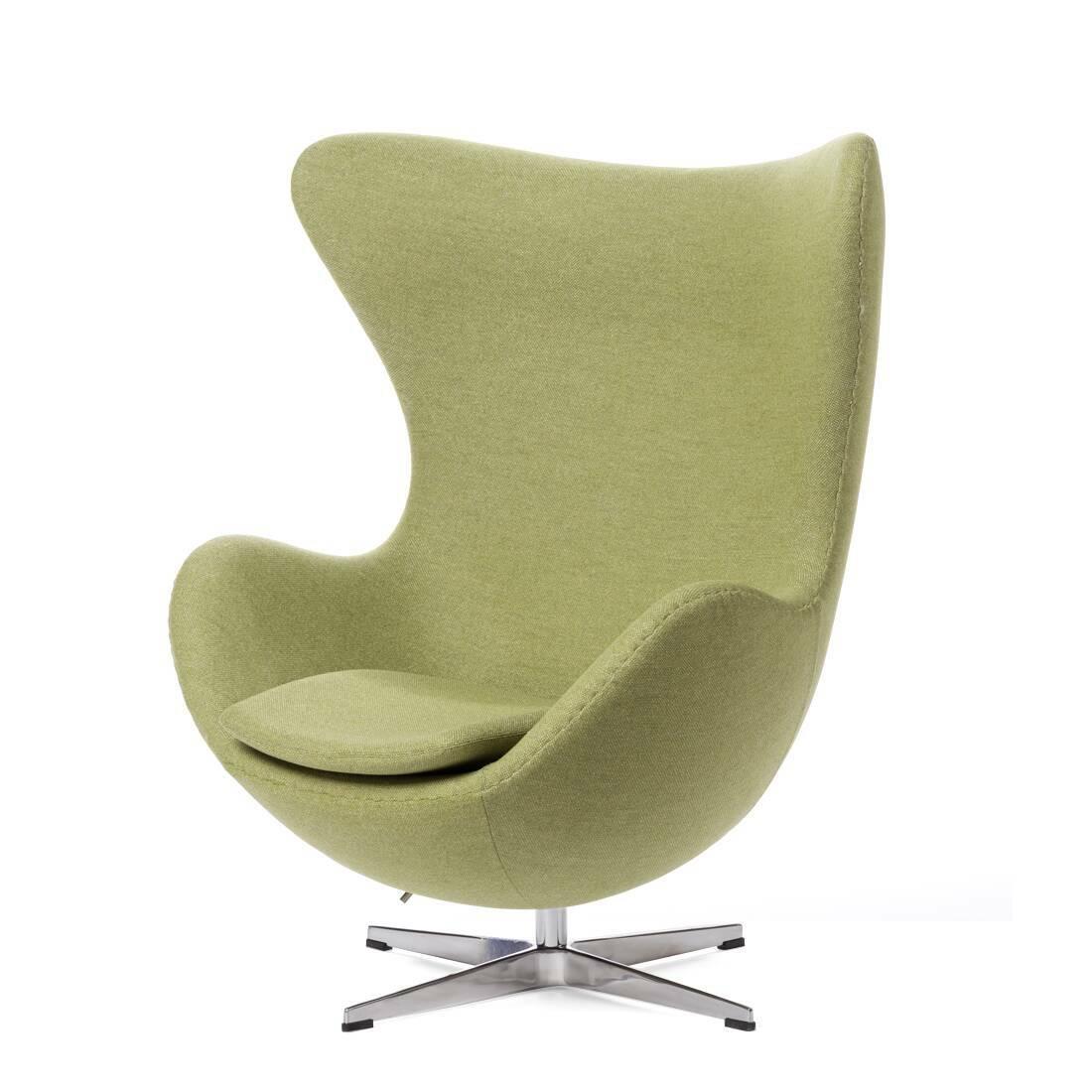 Кресло EggИнтерьерные<br>Дизайнерское комфортное кресло Egg (Эгг) в форме яйца на узкой ножке от Cosmo (Космо).<br><br><br> Кресло, своими очертаниями напоминающее яйцо, — одно из самых известных творений датского дизайнера Арне Якобсена. Вряд ли оно когда-нибудь выйдет из моды — уж слишком велик диапазон его интерьерных возможностей. Кроме того, обыгрывать данную форму помогают различные фактуры и цвета обивок.<br><br><br> Особенно приятно и солидно смотрится оригинальное кресло Egg в обивке из натуральной кожи, представлен...<br><br>stock: 1<br>Высота: 105,5<br>Высота сиденья: 41<br>Ширина: 87<br>Глубина: 82<br>Цвет ножек: Хром<br>Материал обивки: Шерсть, Нейлон<br>Коллекция ткани: B Fabric<br>Тип материала обивки: Ткань<br>Тип материала ножек: Алюминий<br>Цвет обивки: Бежево-зеленый