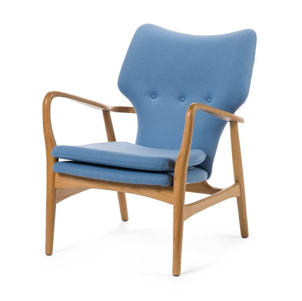 Кресло SimonИнтерьерные<br>Дизайнерское глубокое кресло Simon (Саймон) с каркасом из дерева от Cosmo (Космо).<br><br>Кресло Simon<br>— результат работы скандинавских проектировщиков, подаренный современному придирчивому потребителю, ценящему высокий уровень. Стиль этого невероятно практичного кресла — отпечаток многовековой истории в области дизайна и интерьера. Изящные линии подлокотников, сглаженные углы сиденья и ножек кресла — словно пища для глаз! Несомненно, с этим высказыванием согласятся все приверженцы натуральных...<br><br>stock: 0<br>Высота: 85,5<br>Высота сиденья: 44<br>Ширина: 68,5<br>Глубина: 76<br>Материал каркаса: Массив дуба<br>Материал обивки: Шерсть, Нейлон<br>Тип материала каркаса: Дерево<br>Коллекция ткани: T Fabric<br>Тип материала обивки: Ткань<br>Цвет обивки: Светло-голубой<br>Цвет каркаса: Дуб