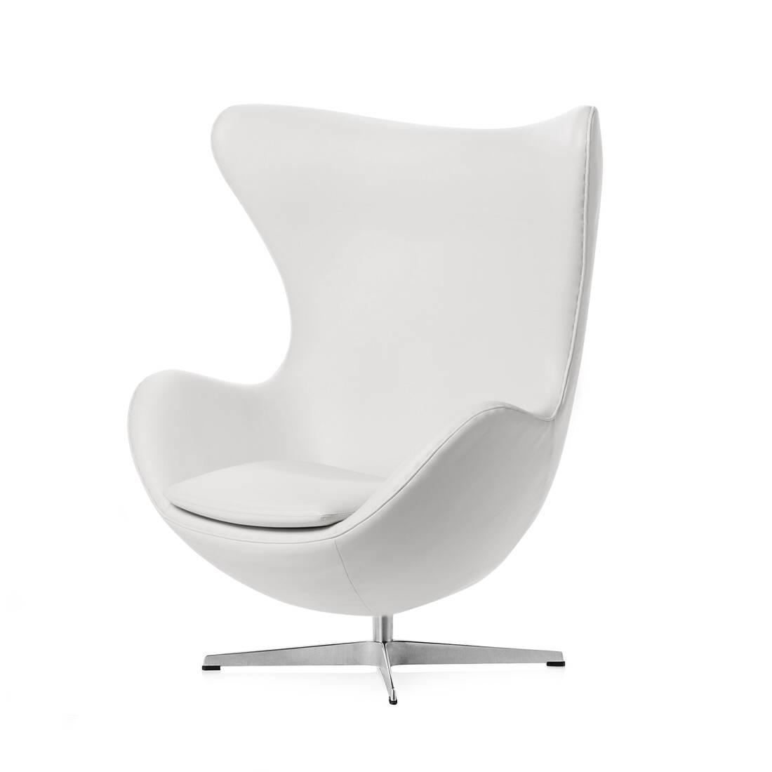 Кресло EggИнтерьерные<br>Дизайнерское комфортное кресло Egg (Эгг) в форме яйца на узкой ножке от Cosmo (Космо).<br><br><br> Кресло, своими очертаниями напоминающее яйцо, — одно из самых известных творений датского дизайнера Арне Якобсена. Вряд ли оно когда-нибудь выйдет из моды — уж слишком велик диапазон его интерьерных возможностей. Кроме того, обыгрывать данную форму помогают различные фактуры и цвета обивок.<br><br><br> Особенно приятно и солидно смотрится оригинальное кресло Egg в обивке из натуральной кожи, представлен...<br><br>stock: 1<br>Высота: 105,5<br>Высота сиденья: 41<br>Ширина: 87<br>Глубина: 82<br>Цвет ножек: Хром<br>Коллекция ткани: Premium Leather<br>Тип материала обивки: Кожа<br>Тип материала ножек: Алюминий<br>Цвет обивки: Белый