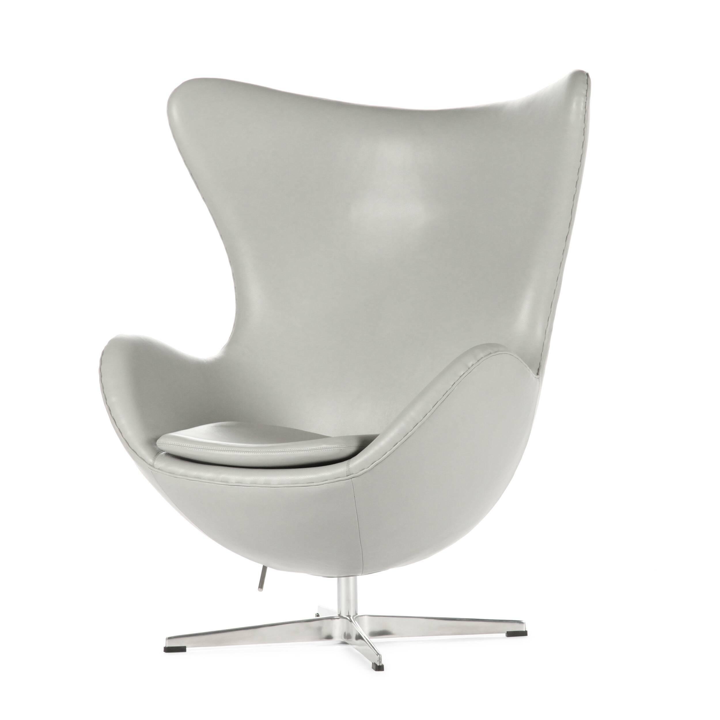 Кресло EggИнтерьерные<br>Дизайнерское комфортное кресло Egg (Эгг) в форме яйца на узкой ножке от Cosmo (Космо).<br><br><br> Кресло, своими очертаниями напоминающее яйцо, — одно из самых известных творений датского дизайнера Арне Якобсена. Вряд ли оно когда-нибудь выйдет из моды — уж слишком велик диапазон его интерьерных возможностей. Кроме того, обыгрывать данную форму помогают различные фактуры и цвета обивок.<br><br><br> Особенно приятно и солидно смотрится оригинальное кресло Egg в обивке из натуральной кожи, представлен...<br><br>stock: 2<br>Высота: 105,5<br>Высота сиденья: 41<br>Ширина: 87<br>Глубина: 82<br>Материал ножек: Алюминий<br>Материал обивки: Кожа<br>Цвет обивки: Серый