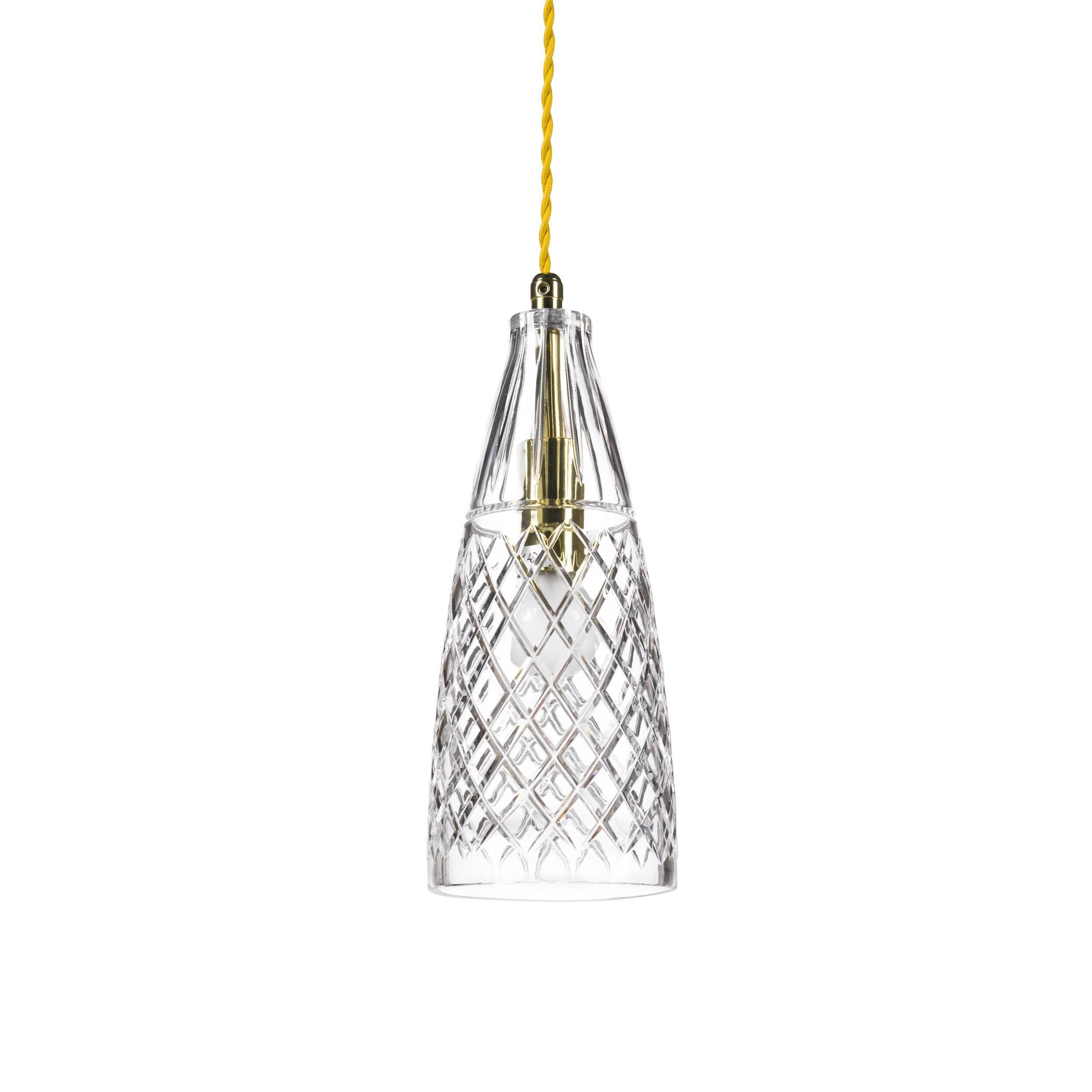 Подвесной светильник Crystal GobletПодвесные<br>«А что, позвольте поинтересоваться, ваза забыла у вас на потолке? И почему ко всему прочему она светит?»<br> <br> А потому, что дизайнеры подвесного светильника Crystal Goblet  — большие виртуозы в своем деле. Материал, цвет, объемный узор — все это прямая отсылка к хрустальным вазам, которые по-прежнему хранятся у многих из нас. Но глядя на них никто не ожидал, что из них вышел бы отличный дизайнерский светильник! Свет, проходящий сквозь стенки изделия, изящно преломляется в гранях рисунка. Необ...<br><br>stock: 0<br>Высота: 180<br>Диаметр: 10,5<br>Количество ламп: 1<br>Материал абажура: Стекло<br>Мощность лампы: 40<br>Ламп в комплекте: Нет<br>Напряжение: 220<br>Тип лампы/цоколь: E14<br>Цвет абажура: Прозрачный