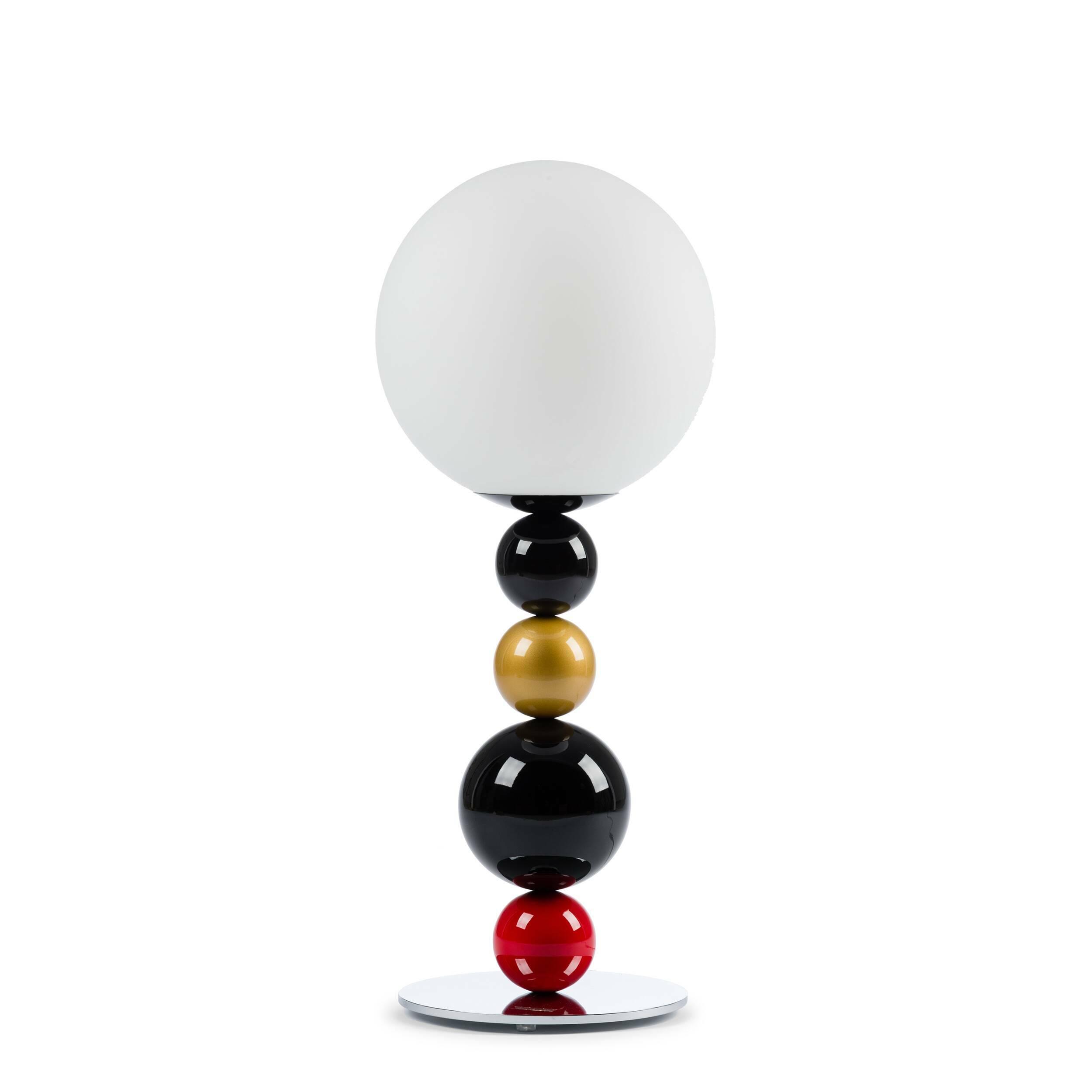 Настольный светильник RGBНастольные<br>Настольный светильник RGB — яркий и стильный вариант, который подойдет тем, кто любит в дизайне яркие и игривые мотивы. Если вы ищете что-то, что с легкостью разбавит ваш интерьер, то этот светильник как раз то, что вам нужно. Благодаря крупной круглой подножке светильник обладает высокой устойчивостью. Плафон лампы выполнен из матового стекла, что создает мягкий и рассеянный свет. При таком освещении очень приятно читать, а проводить спокойные вечера после трудного рабочего дня приятнее вдво...<br><br>stock: 3<br>Высота: 75<br>Диаметр: 30<br>Количество ламп: 1<br>Материал абажура: Стекло<br>Материал арматуры: Металл<br>Ламп в комплекте: Нет<br>Напряжение: 220<br>Тип лампы/цоколь: E14<br>Цвет абажура: Белый<br>Цвет арматуры: Разноцветный