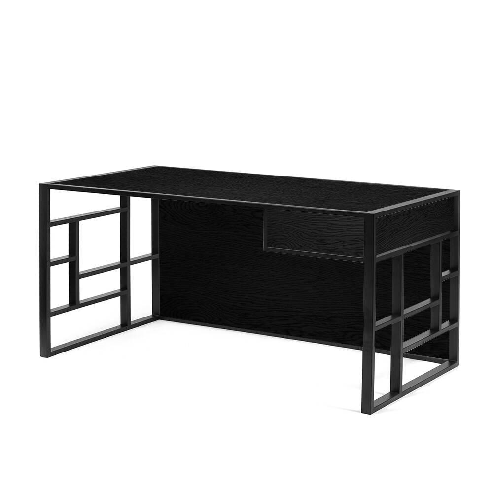 Рабочий стол Millenium black черный дубРабочие столы<br>Письменный стол Millenium black, американский орех создан дизайнерами Intelligent Design для тех, кто по-настоящему ценит роскошь природных материалов.<br><br>Каждый предмет мебели производства Intelligent Design можно исполнить по индивидуальным размерам. По вопросам изготовления по Вашим размерам и чертежам обращайтесь по адресу электронной почты info@intelligent-design.ru<br><br>stock: 0<br>Высота: 73<br>Ширина: 75<br>Длина: 140<br>Цвет столешницы: Черный дуб матовый лак<br>Материал каркаса: Сталь<br>Материал столешницы: Натуральный шпон дуба<br>Тип материала каркаса: Металл<br>Тип материала столешницы: Дерево<br>Цвет каркаса: Черный