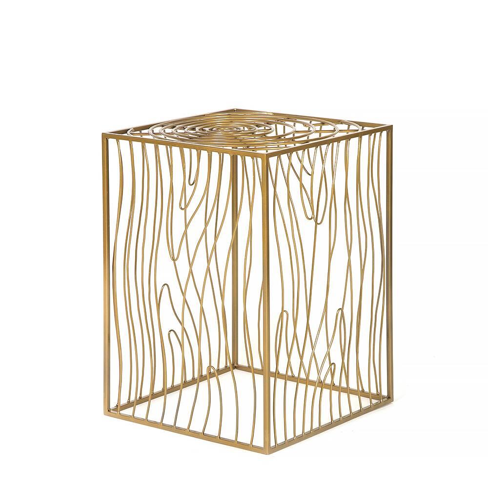 Журнальный столик Poole goldКофейные столики<br><br><br>stock: 0<br>Высота: 60<br>Ширина: 40<br>Длина: 40<br>Материал каркаса: Сталь<br>Тип материала каркаса: Металл<br>Тип материала столешницы: Металл<br>Цвет каркаса: Золотой