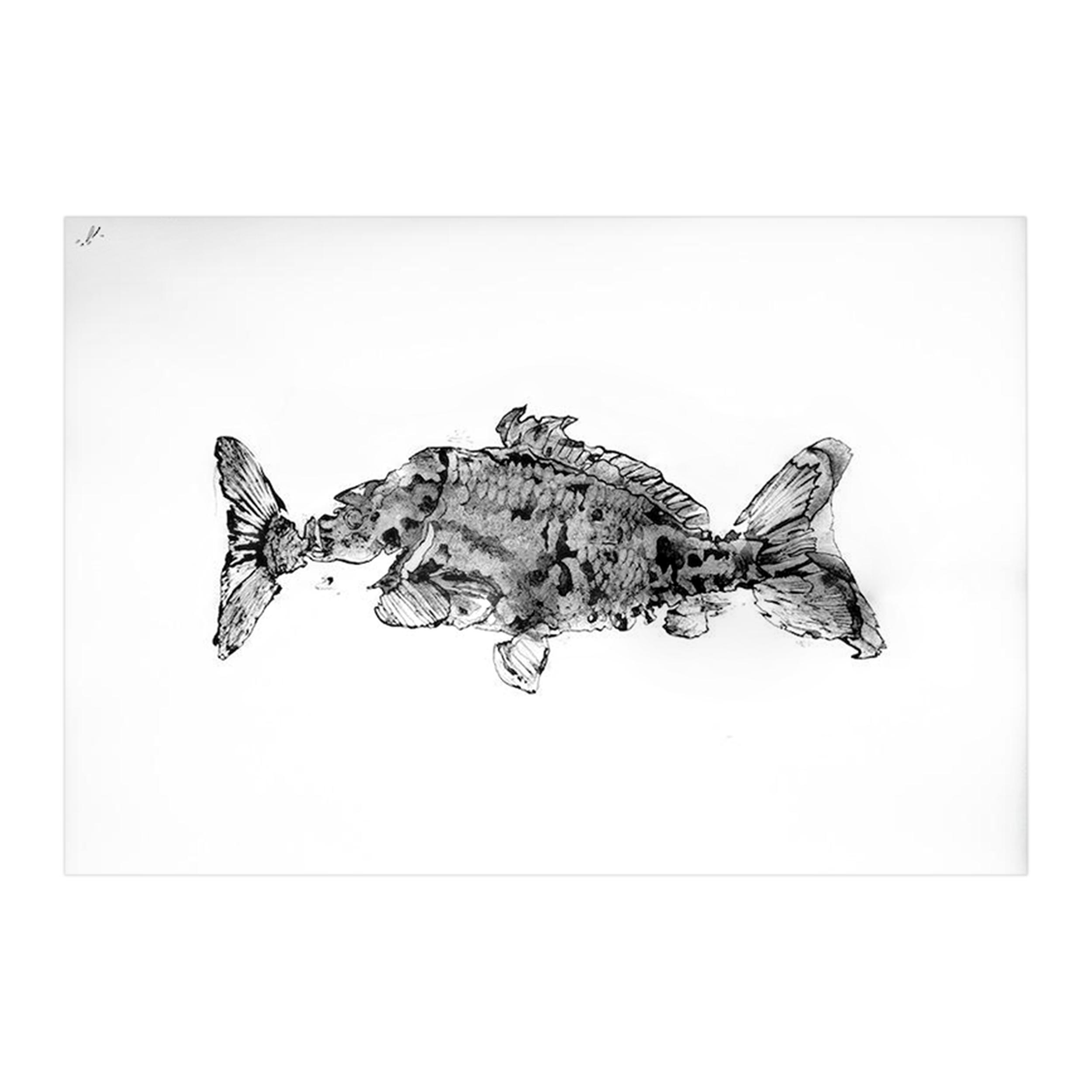 Картина Carpa_090Картины<br>Картина Carpa_090 — авторская художественная японская графика с применением китайской каллиграфической туши и элементами чешуи. Оформлена в натуральную деревянную раму ручной работы с паспарту под антибликовым стеклом, сзади стеновое крепление.<br><br><br> Размер 940x700 мм вместе с рамой.<br><br>stock: 0<br>Материал: Холст<br>Цвет: Черный+Белый<br>Состав основы: Дерево