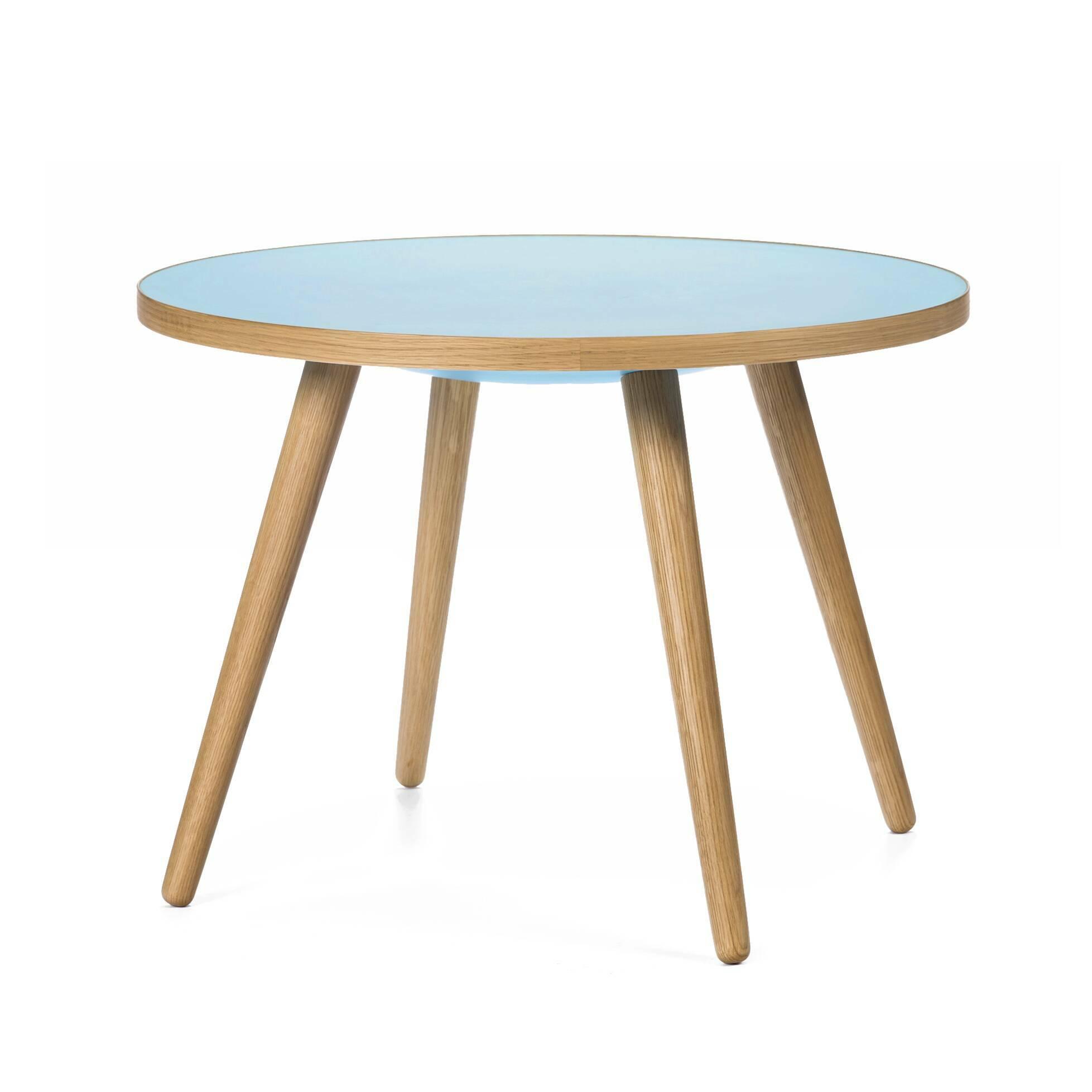 Кофейный стол Sputnik высота 55 диаметр 75Кофейные столики<br>Дизайнерский кофейный стол Sputnik (Спутник) высота 55 диаметр 75 из дерева на черырех ножках от Cosmo (Космо).<br><br><br> Простые и чистые линии, интегрированные в ваш интерьер. Классическая столешница в форме круга добавляет красоты и изящества этому столу, который сочетается с разнообразными вариантами интерьерных стилей и может быть использован как в домах, так и офисах. Четыре ножки от стола вкручиваются в столешницу без специальных инструментов.<br><br><br> Оригинальный кофейный стол Sputnik вы...<br><br>stock: 0<br>Высота: 55<br>Диаметр: 75<br>Цвет ножек: Светло-коричневый<br>Цвет столешницы: Голубой<br>Материал ножек: Массив дуба<br>Тип материала столешницы: Пластик<br>Тип материала ножек: Дерево