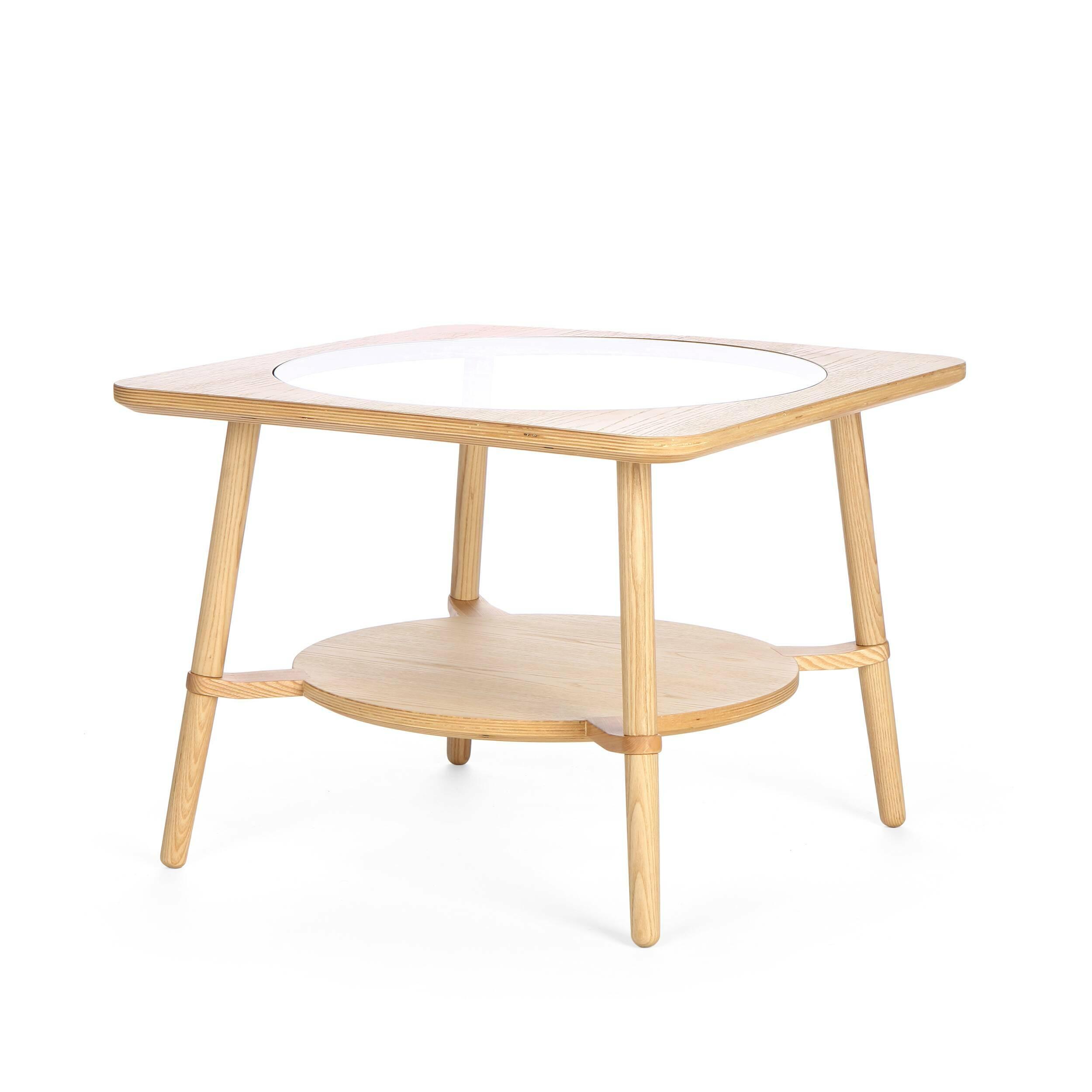 Кофейный стол  CutoutКофейные столики<br>Дизайнерский стильный кофейный стол Cutout (Катаут) с прозрачной столешницей от Cosmo (Космо).<br><br><br> Журнальный стол Cutout сконструировал американский дизайнер Шон Дикс. Мебель Шона Дикса минималистична и интеллектуальна, прекрасно обработана и очень функциональна. Она несет в себе чувство роскоши, которое отличает работы Шона от работ его коллег. <br><br><br> Иногда дизайнеры как дети, им хочется взяться за ножницы и клей и смастерить причудливое оригами или аппликацию. Так родилась и эта моде...<br><br>stock: 3<br>Высота: 45<br>Ширина: 60<br>Длина: 60<br>Цвет ножек: Светло-коричневый<br>Цвет столешницы: Прозрачный<br>Материал каркаса: Фанера, шпон ясеня<br>Материал ножек: Массив ясеня<br>Тип материала каркаса: Фанера<br>Тип материала столешницы: Стекло закаленное<br>Тип материала ножек: Дерево<br>Цвет каркаса: Светло-коричневый