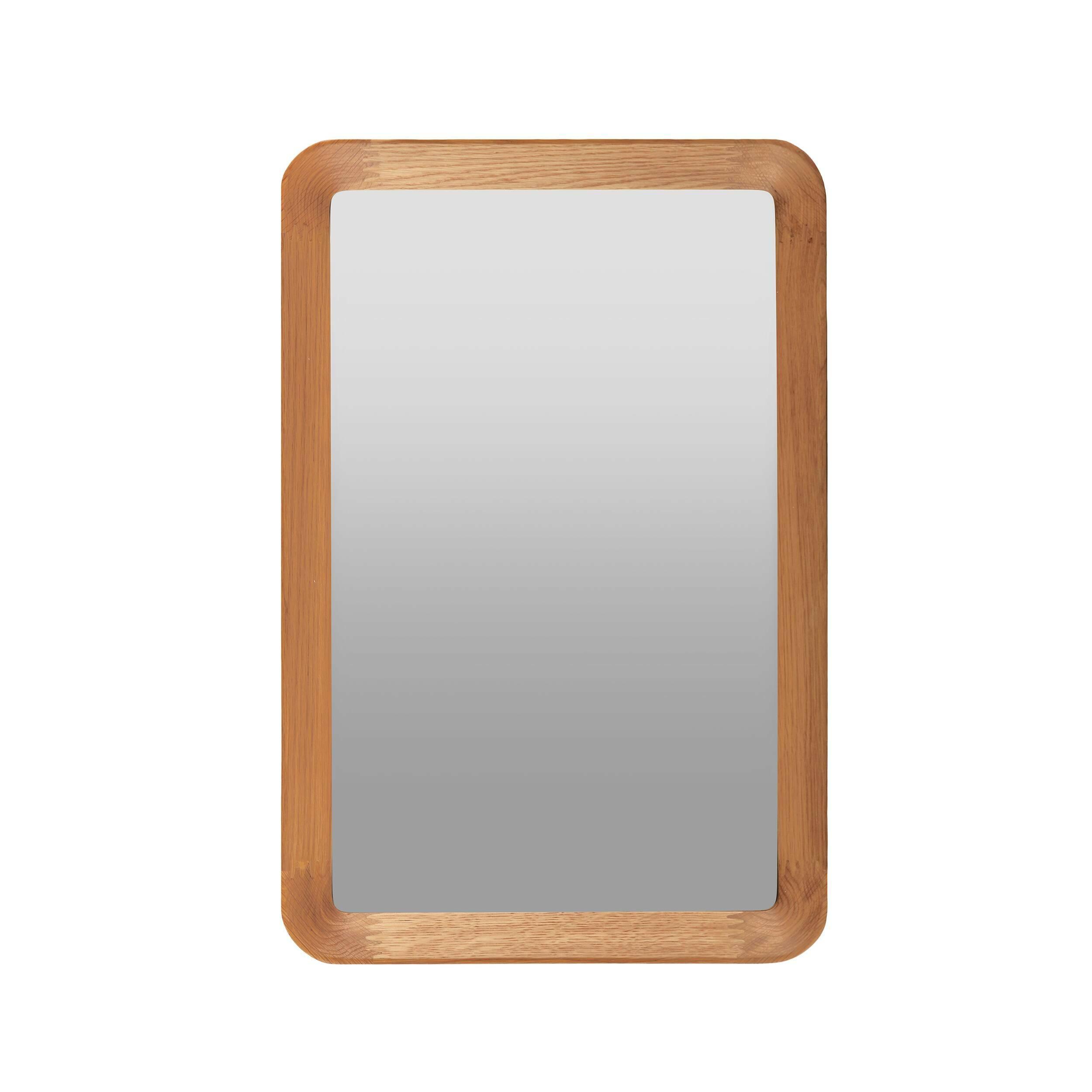 Настенное зеркало Velodrome прямоугольноеНастенные<br>«Я буду долго гнать велосипед» — всплывает в голове строчка из популярного шлягера при взгляде на это геометричное зеркало с запоминающимся названием. Похожими ассоциациями руководствовался и его создатель, дизайнер из Канзаса Шон Дикс, который славится своими лаконичными творениями без лишних деталей.<br><br><br> Однажды он рассматривал фактурные следы от шин на велодроме и решил воссоздать поверхность и текстуру в контрасте гладкого стекла и чуть неровной и шероховатой натуральной рамы из де...<br><br>stock: 0<br>Высота: 60<br>Ширина: 40<br>Материал: Дуб белый<br>Длина: 5