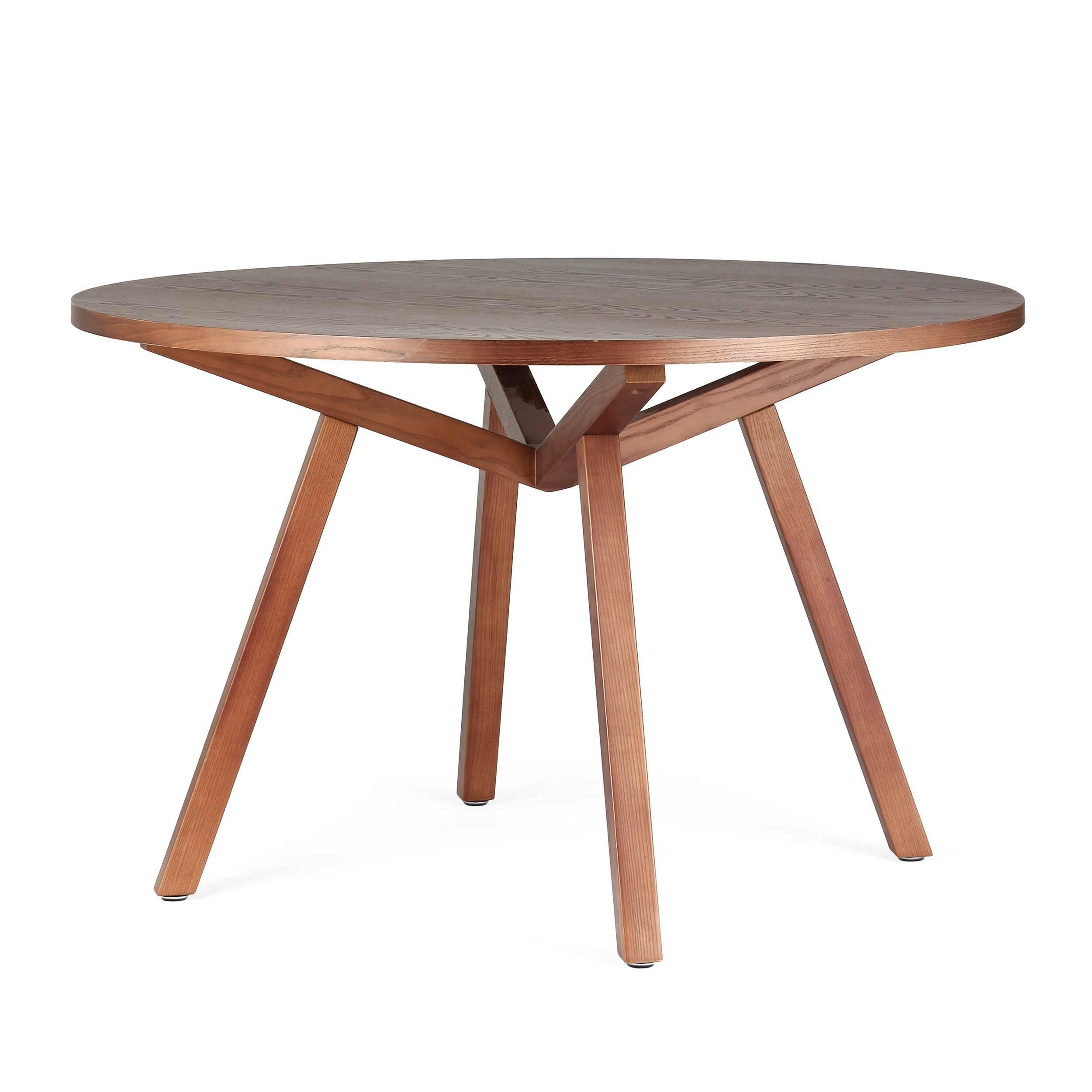 Обеденный стол Forte круглыйОбеденные<br>Дизайнерская круглый обеденный стол Forte (Форте) натурального цвета из дерева на четырех ножках от Cosmo (Космо).<br>         Американский дизайнер, путешественник и человек мира Шон Дикс успел пожить на Фиджи, в Микронезии и на Филиппинах, перед тем как переехать в Сан-Диего, Чикаго, а затем Европу и Гонконг. Его студии — в Милане и Гонконге, а среди его знаменитых клиентов Moschino, Harrods, Bosco di Ciliegi и La Scala. Что же привлекает их всех? Секрет Шона прост: он делает мебель, которая ...<br><br>stock: 2<br>Высота: 74<br>Диаметр: 120<br>Цвет ножек: Орех американский<br>Цвет столешницы: Орех американский<br>Материал ножек: Массив ясеня<br>Материал столешницы: Фанера, шпон ясеня<br>Тип материала столешницы: Фанера<br>Тип материала ножек: Дерево