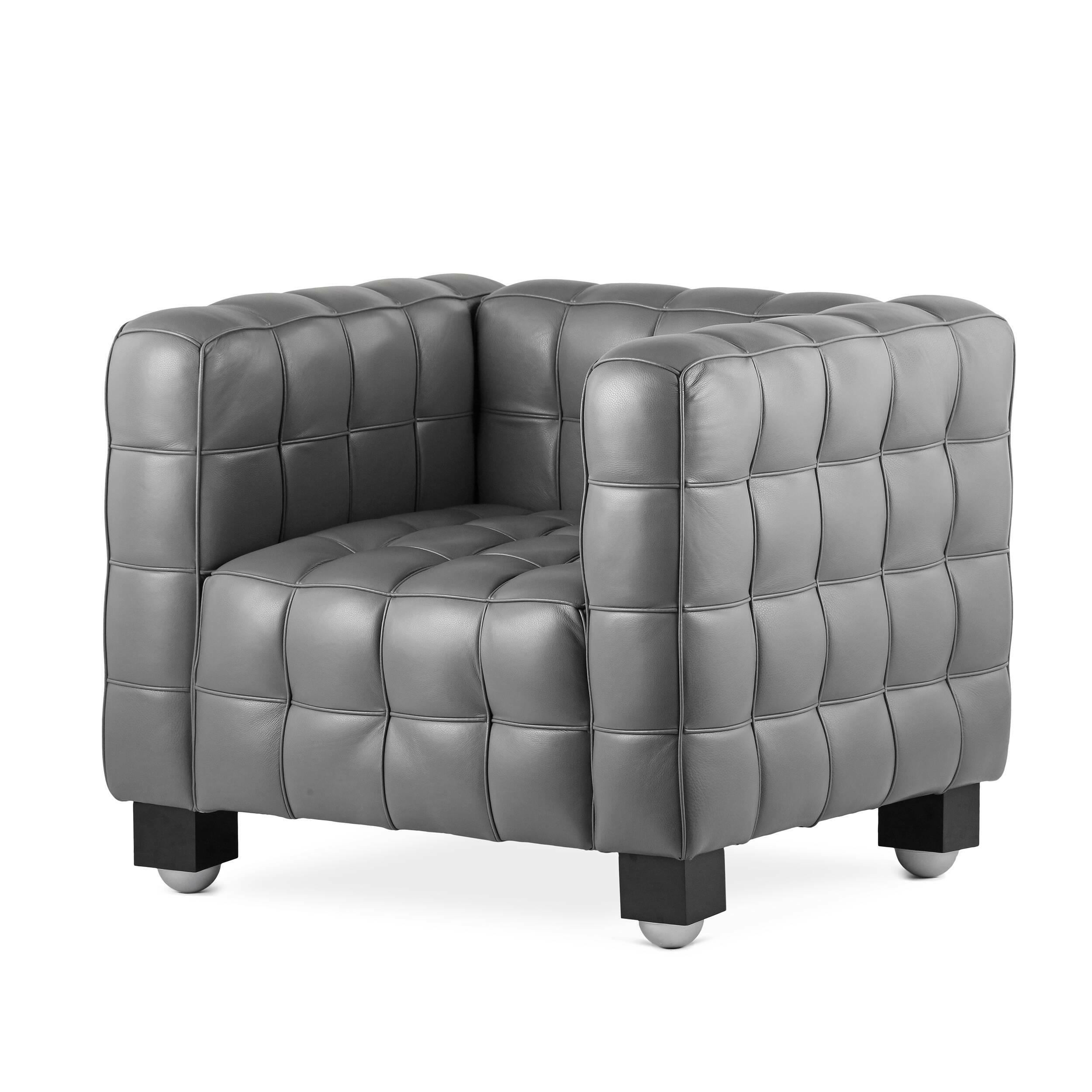 Кресло KubusИнтерьерные<br>Дизайнерское квадратное кожаное глубокое мягкое кресло Kubus (Кубус) от Cosmo (Космо).<br><br><br> Кресло Kubus, разработанное в 1910 году для выставки в Буэнос-Айресе, являет собой классический пример строгих геометрических линий, которые австрийский архитектор и дизайнер Йозеф Хоффман так любил использовать в своих работах. Йозеф Хоффман еще задолго до изобретения тетриса разработал особый дизайн, который по манере исполнения напоминает эту игру. Кресло Kubus<br>является не просто предметом мебе...<br><br>stock: 2<br>Высота: 74,5<br>Высота сиденья: 44,5<br>Ширина: 93<br>Глубина: 81,5<br>Цвет ножек: Черный<br>Коллекция ткани: Harry Leather<br>Тип материала обивки: Кожа<br>Тип материала ножек: Дерево<br>Цвет обивки: Темно-серый