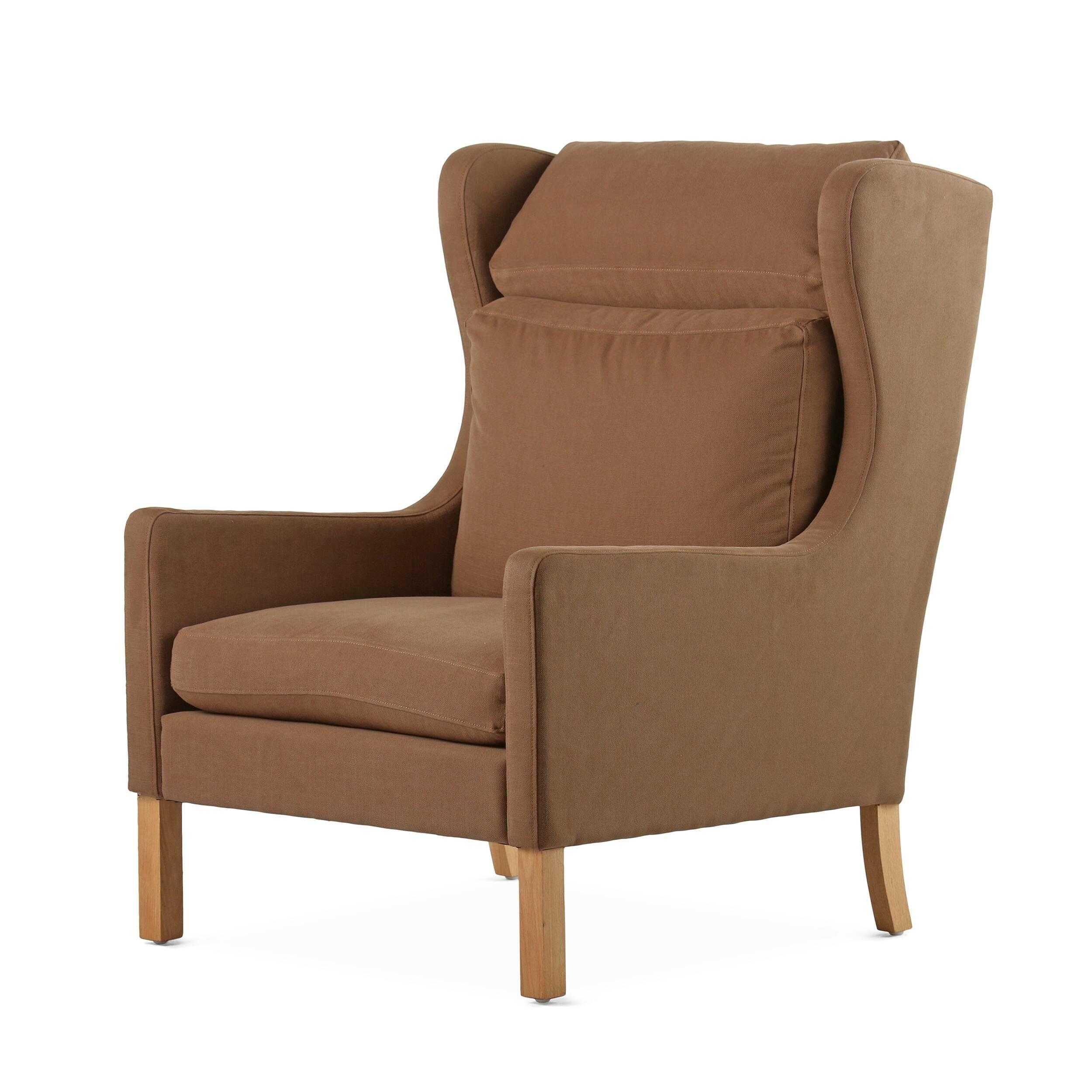 Кресло WingbackИнтерьерные<br>Дизайнерское мягкое удобное кресло Wingback (Вингбэк) с ушами от Cosmo (Космо).<br><br><br> Кресло Wingback — работа Берга Могенсена, дизайнера мебели, одного из столпов скандинавского стиля. Разработанное в 1963 году, это кресло простого, но статного дизайна привлекает к себе внимание своими арочными элементами. Заниженное сиденье и элегантные подлокотники — идеальное решение для чтения и отдыха. Устойчивое и надежное оригинальное кресло Wingback воплощает типично датские черты дизайна.<br><br> В ст...<br><br>stock: 0<br>Высота: 99<br>Высота сиденья: 44<br>Ширина: 72<br>Глубина: 87,5<br>Цвет ножек: Дуб<br>Материал ножек: Массив дуба<br>Материал обивки: Хлопок, Лен<br>Коллекция ткани: Ray Fabric<br>Тип материала обивки: Ткань<br>Тип материала ножек: Дерево<br>Цвет обивки: Светло-коричневый