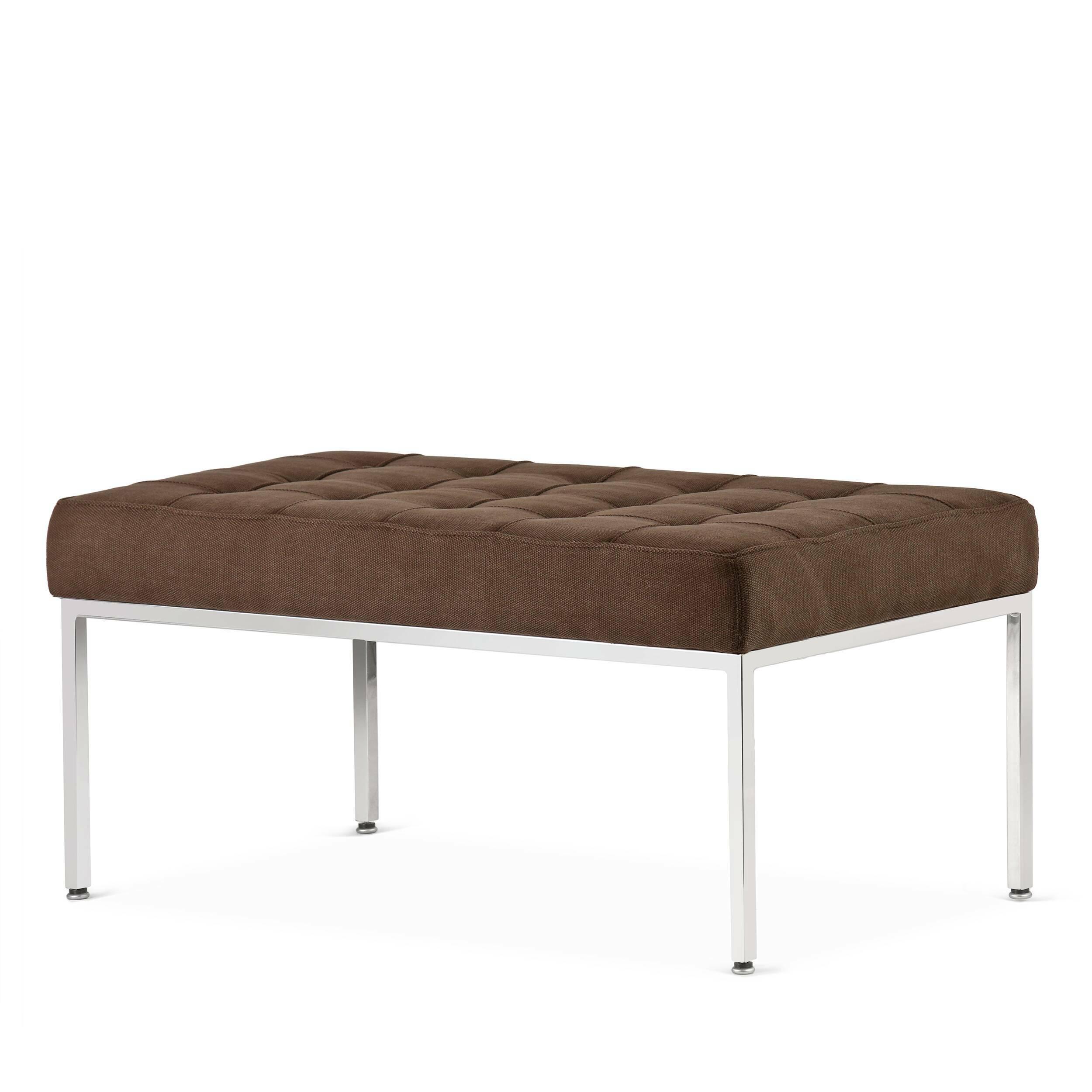 Скамья Florence кожаная ширина 93Скамьи и лавочки<br>Универсальная коллекция Florence включает в себя кресло для отдыха, диван, двухместную и трехместную скамьи.<br><br><br> Как и многие инновационные проекты, ставшие позже золотым стандартом мебельной промышленности, скамья Florence кожаная ширина 93 характеризуется объективным перфекционизмом современного дизайна и архитектуры середины XX столетия.<br><br><br> Скамья Florence кожаная ширина 93 состоит из отличных, индивидуально сшитых квадратов обивки, приложенной к хромированной стальной конструкци...<br><br>stock: 0<br>Высота: 43<br>Ширина: 93<br>Глубина: 50,5<br>Цвет ножек: Хром<br>Материал сидения: Хлопок<br>Цвет сидения: Темно-коричневый<br>Тип материала сидения: Ткань<br>Тип материала ножек: Сталь нержавеющая