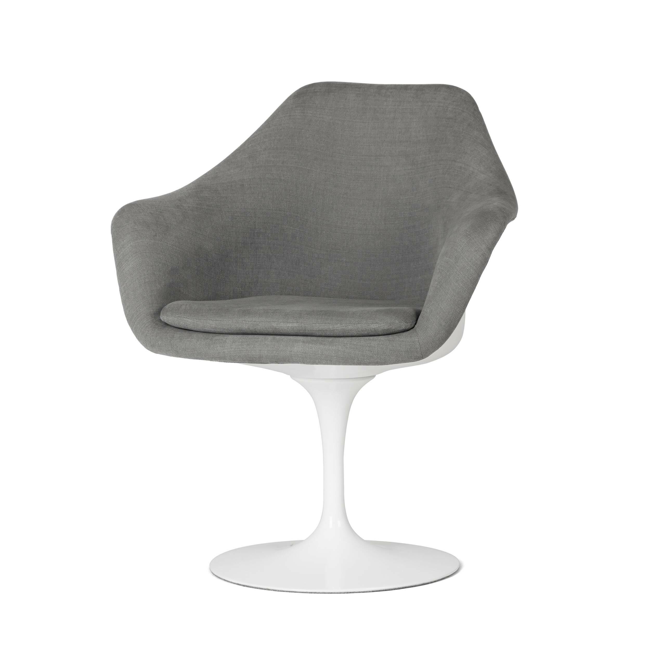 Cтул Tulip с подлокотниками и обитой спинкойИнтерьерные<br>Дизайнерский яркий мягкий интерьерный стул Tulip (ТУлип) с подлокотниками и обитой спинкой на глянцевой ножке от Cosmo (Космо).<br><br>     Свои основные идеи финн Ээро Сааринен черпал в аскетичном подходе к дизайну, воплощая их в наиболее эффективных конструкционных решениях. «Решение любой дизайнерской задачи нужно искать в следующей, более крупной вещи, — утверждал Сааринен. — Если загвоздка в стуле, мы должны смотреть на то, как он соотносится с комнатой». Именно в стуле Tulip Ээро воплотил с...<br><br>stock: 2<br>Высота: 82,5<br>Высота сиденья: 47<br>Ширина: 71<br>Глубина: 60<br>Цвет ножек: Белый глянец<br>Тип материала каркаса: Стекловолокно<br>Материал сидения: Хлопок, Лен<br>Цвет сидения: Серый<br>Тип материала сидения: Ткань<br>Коллекция ткани: Ray Fabric<br>Тип материала ножек: Алюминий<br>Цвет каркаса: Белый глянец