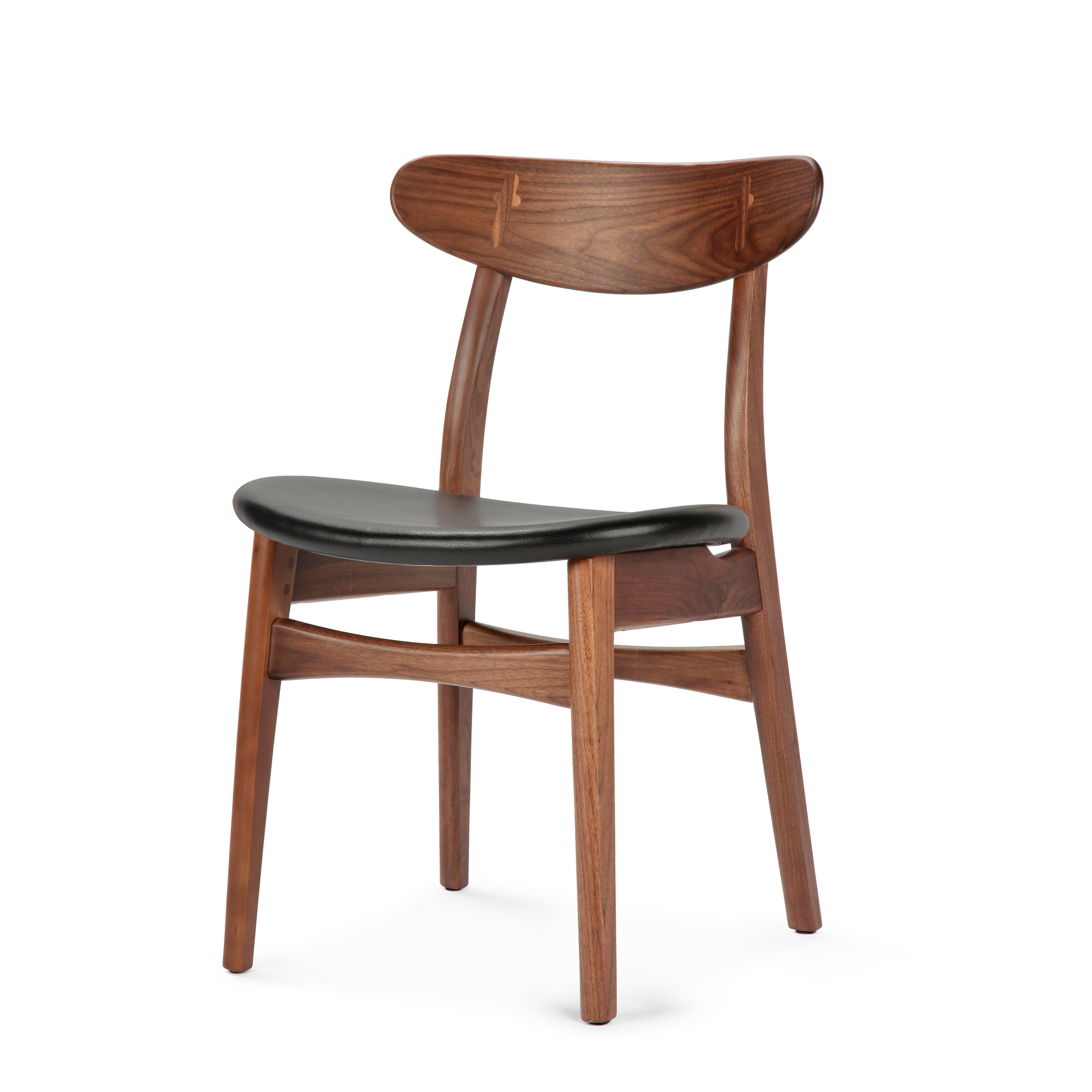 Стул Dutch 2Интерьерные<br>Дизайнерский деревянный стул Dutch 2 (Дуч 2) с мягким сиденьем от Cosmo (Космо).<br><br>     Порой некоторые предметы интерьера так и претендуют стать главными героями вашего дома. И вот уже некогда «гость» за обеденным столом становится полноценным членом семьи, взамен предлагая комфорт и уют.<br><br><br> Стул Dutch 2 как раз из их числа. Благодаря стильному и лаконичному дизайну у него есть все шансы стать незаменимым помощником во время трапез за семейным обеденным столом. <br><br><br>     Сложная на вид ...<br><br>stock: 10<br>Высота: 78,5<br>Высота сиденья: 44,5<br>Ширина: 53<br>Глубина: 49<br>Материал каркаса: Массив ореха<br>Тип материала каркаса: Дерево<br>Цвет сидения: Черный<br>Тип материала сидения: Кожа<br>Коллекция ткани: Harry Leather<br>Цвет каркаса: Орех