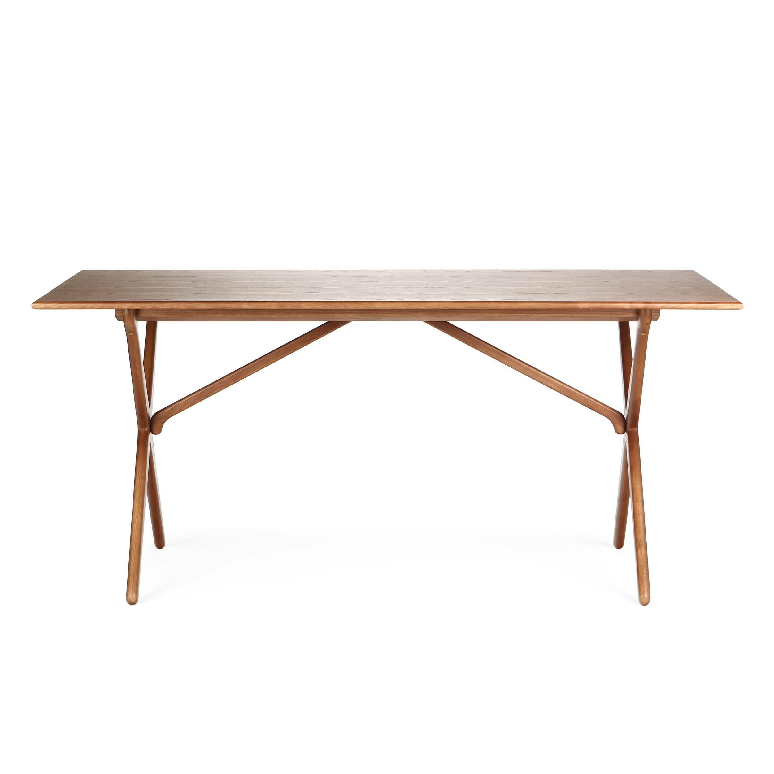 Обеденный стол CrossОбеденные<br>Дизайнерская легкий деревянный обеденный стол Cross прямоугольной формы от Cosmo (Космо).<br>         Этот обеденный стол с Х-образными ножками является одним из знаменитых дизайнов датской классики, созданных еще в 60-х годах.<br><br><br> Стол Cross изготовлен из древесины ясеня или американского ореха. Эти материалы обладают высокой прочностью и красивой текстурой. Ножки изготовлены из такой же качественной древесины и собраны в оригинальную Х-образную конструкцию, которая удивит вас своим интересн...<br><br>stock: 0<br>Высота: 75<br>Ширина: 85,5<br>Длина: 165,5<br>Цвет ножек: Орех американский<br>Цвет столешницы: Орех американский<br>Материал ножек: Массив ясеня<br>Материал столешницы: МДФ, шпон ясеня<br>Тип материала столешницы: МДФ<br>Тип материала ножек: Дерево