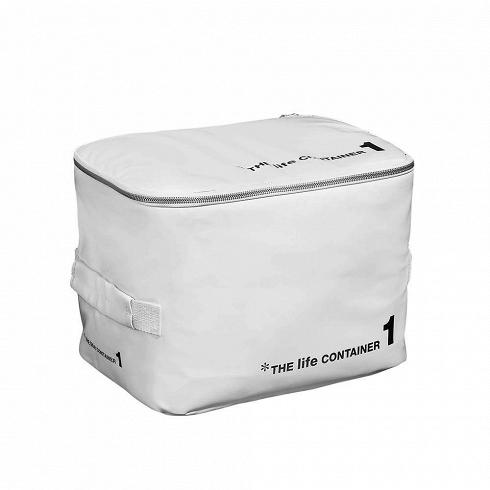 Контейнер для хранения The Life Container 1 белыйРазное<br>Контейнер для хранения The Life Container 1 белый — с ним вы сможете использовать гардероб по максимуму и всегда будете знать, где и что лежит. <br> <br> Коллекция The Life Container состоит из четырех контейнеров разного размера, выполненных в двух цветах — черном и белом. Каждый из них снабжен надежной молнией, которая помогает уберечь содержимое от влаги и пыли, а также мягкой ручкой, которая придется кстати при переноске. Материал, из которого выполнен контейнер, — ПВХ-пластик, обладающий пре...<br>