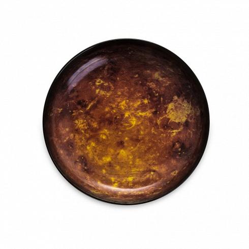 Тарелка MarsПосуда<br>Перенесите свой обеденный стол в далекие и неизведанные уголки Вселенной вместе коллекцией посуды от Seletti. Данная коллекция разработана совместно с компанией Diesel, которая успешно создает свои тренды не только в области производства одежды, но интерьера. <br> <br> В соотношении с целой Вселенной обеденная зона — это крохотный уголок, но с коллекцией Cosmic Dinner это вовсе не так. Эти модные планетарные тарелки будто расширяют границы возможного и приглашают всю Вселенную к вам на обед. <br>...<br>