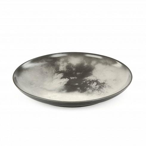 Тарелка TitanПосуда<br>Перенесите свой обеденный стол в далекие и неизведанные уголки Вселенной вместе коллекцией посуды от Seletti. Данная коллекция разработана совместно с компанией Diesel, которая успешно создает свои тренды не только в области производства одежды, но интерьера. <br> <br> В соотношении с целой Вселенной обеденная зона — это крохотный уголок, но с коллекцией Cosmic Dinner это вовсе не так. Эти модные планетарные тарелки будто расширяют границы возможного и приглашают всю Вселенную к вам на обед. <br> <br>...<br>