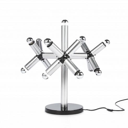 Настольный светильник ModulusНастольные<br>Настольный светильник Modulus — это комбинация старых и новых элементов, которая гармонирует с ультрамодными тенденциями: хромированная поверхность, стеклянные перегородки, современная техника. Данная модель чем-то похожа на строение молекулы, наводя на мысль о научном прогрессе и совершенстве строгих форм. Математическая строгость геометрии, акцент на фактуре и форме, яркая форма светового излучения — прекрасное дополнение интерьерного декора, а также элемент разграничения пространства на...<br>