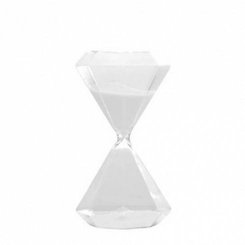 Песочные часы Seletti Diamond на 30 минутЧасы<br>Итальянские дизайнеры из компании Seletti чтут традиции модернизма, не забывая о старинных канонах красоты, искрещивают новые формы и цвета с классическим декором, получая ни на что не похожие предметы.<br><br><br> Компания была создана еще в шестидесятых, один из ее основателей Романо в то время активно путешествовал по востоку Китая и привез в Европу предметы интерьера из бамбука, посуду и скатерти с восточным колоритом. О восточной мудрости напоминает намколлекция песочных часов...<br>