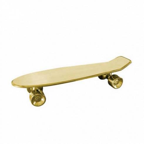 Статуэтка My SkateboardНастольные<br>Компания Seletti нередко представляет новинки, которые способны изрядно удивить. Статуэтка My Skateboard как раз их их числа. Суть в том, что оно крайне многофункционально, сегодня вы можете его использовать как поднос, завтра — как подставку под цветы, а можете и совсем перестать присваивать всем предметам какую-либо функциональность и использовать этот поднос в качестведекора. <br> <br> Статуэтка My Skateboard из коллекцииMemorabilia — это вещица, которая идеально подойдет для интер...<br>