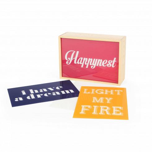Настольный светильник Lighthink Box 1Настольные<br>КоллекциясветильниковLighthink BoxотSeletti — это чистое вдохновение, созданное мастерами дизайн-студийSelabиBadini Createam.<br> <br> Расположить настольный светильник Lighthink Box 1 можно где угодно — на стене, на письменном столе, на книжной полке и так далее. Или же сделать ее элементом коллажа. Светильники могутгармонично сочетатьсякак с эклетичным, так и лофтовым или поп-артовым интерьером.<br> <br> Комплект состоит из одного светового бокс...<br>