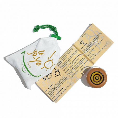 Игра Yo-YoРазное<br>Новинка от компании Seletti — игра Yo-Yo. В комплект игры входит описание правил, удобный чехол для хранения и сам Yo-Yo. Играть в Yo-Yo можно одному или в веселой компании друзей и близких. Она способна снять стресс или поднять настроение игрокам и наблюдающим вне зависимости от возрастной категории. Она отлично подойдет как для вечеринок, так и для спокойных вечеров. <br> <br> Комплект игры изготовлен из экологичных материалов и безопасен для детей от 3–4 лет. <br> <br> О такой штуке, как Yo-Yo, на...<br>
