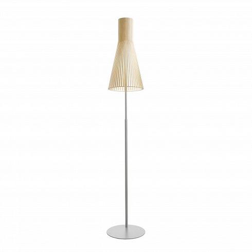 Напольный светильник Secto 4210Напольные<br>Компания Secto Design является финским производителем дизайнерских светильников издерева, обретающих всемирную известность. Изготавливаемые вручную высококвалифицированными специалистами изнатуральной древесины березы напольные светильники Secto 4210<br>наделены простотой ичеткостью скандинавского стиля. Торшеры, подвесные инастенные светильники, атакже настольные лампы обеспечивают мягкое свечение ипридают атмосферность любому помещению.<br><br><br> Все ламп...<br><br>DESIGNER: Seppo Koho