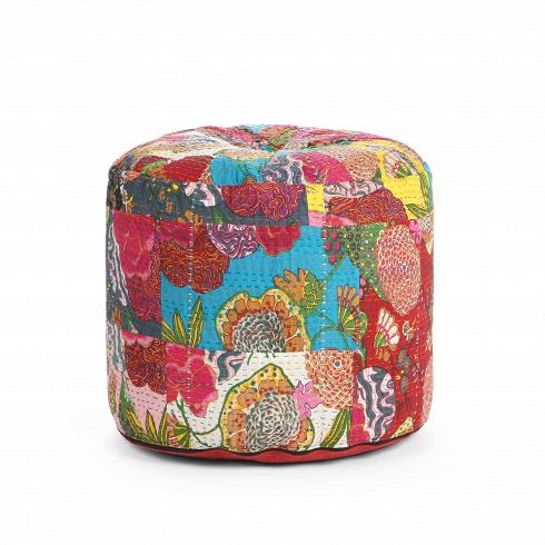 Пуф KanthaПуфы и оттоманки<br>Пуф Kantha — роскошное изделие, своим дизайномнапоминающее технику пэчворк. Пэчворк — это особая техника шитья, которая заключается в сшивании отдельных лоскутов ткани, разных по цвету и рисунку. <br> <br> Как можно увидеть на примере пуфа Kantha, сегодня актуально украшать интерьер не только лоскутными одеялами или подушками.Такая вещь сделает интерьер по-настоящему уютным и привнесет в него тепло. Пуф отлично подойдет для декорирования гостиных в этностиле.<br>