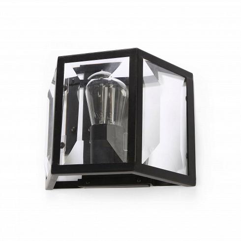 Настенный светильник FilmНастенные<br>Настенный светильник Film - рецепт вашего будущего роскошного интерьера!<br><br>Изделие представляет собой арматуру в виде коробки из прочного износостойкого металла со встроенной лампой накаливания. В его изготовлении использованы классические материалы - универсальные составы, которые одинаково уникальны как для классических, так и современных интерьеров. Свет от лампы усиливается зеркальной поверхностью, установленной на задней стенке изделия. Данная модель настенного светильника превосходно с...<br>